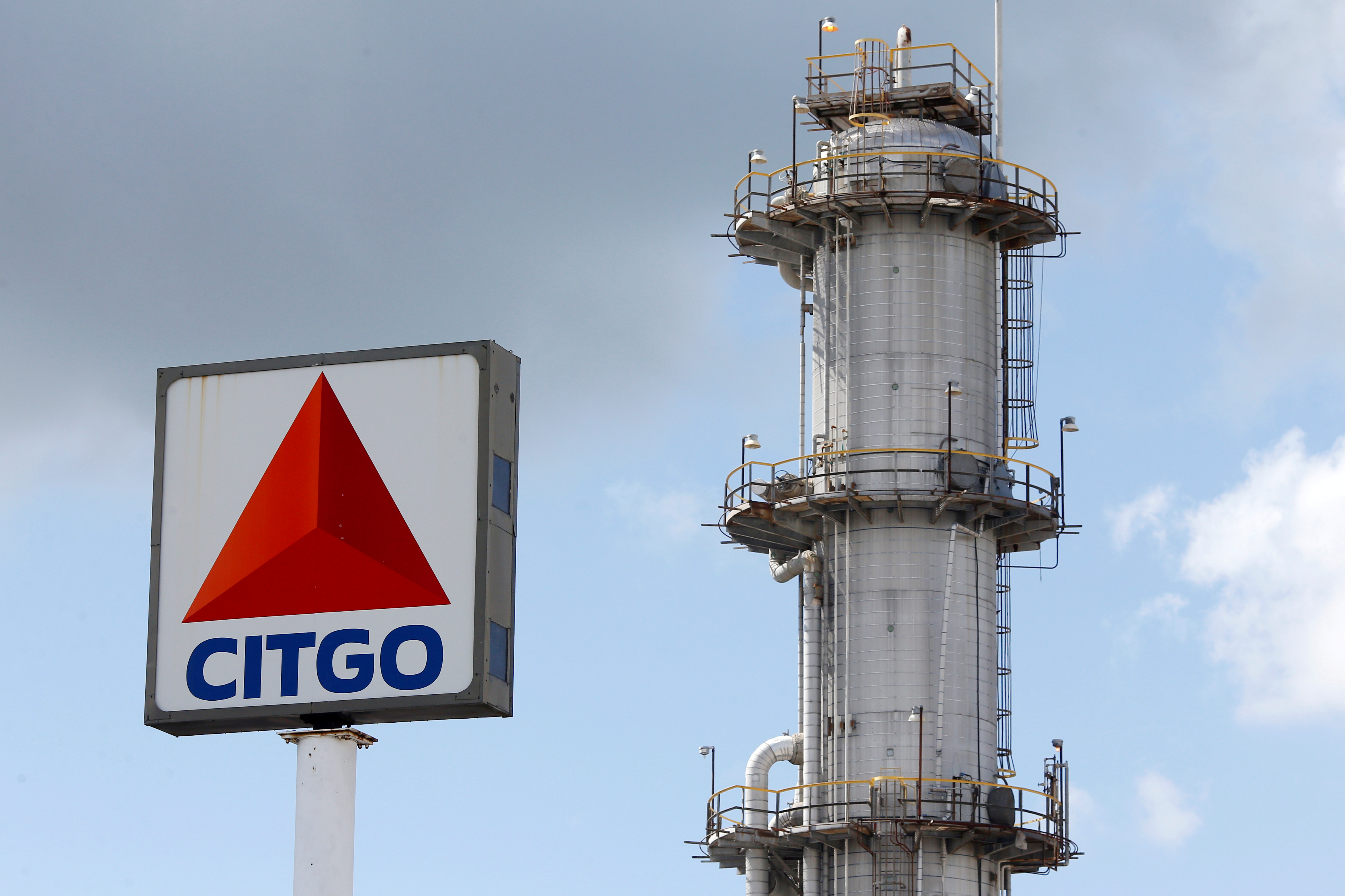 PDVSA's U.S. unit Citgo Petroleum refinery is pictured in Sulphur, Louisiana, U.S., June 12, 2018. REUTERS/Jonathan Bachman