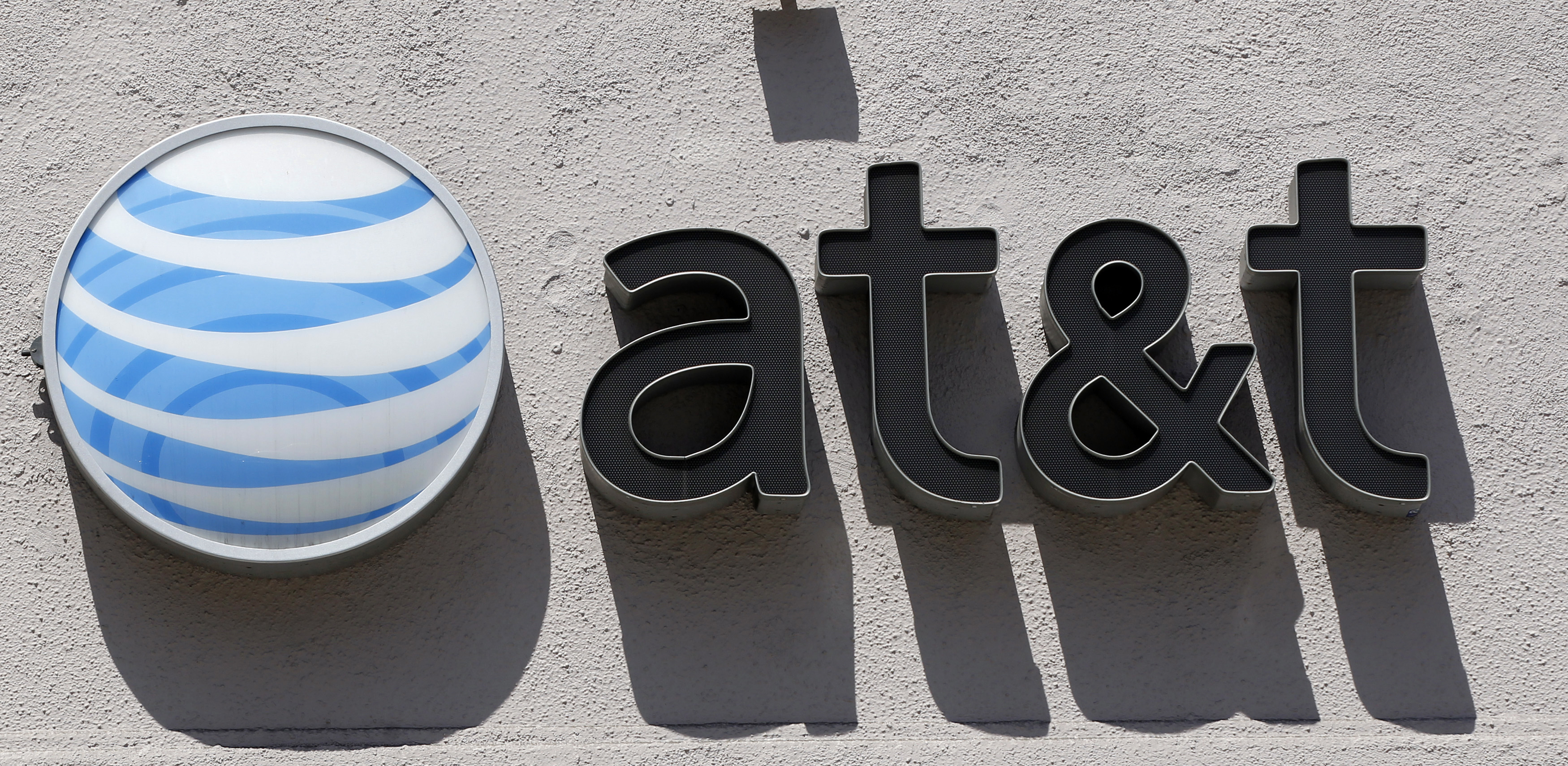 An At&T logo.     REUTERS/Danny Moloshok (UNITED STATES - Tags: BUSINESS TELECOMS LOGO)