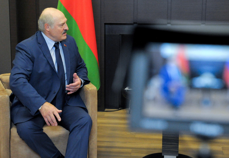 Белорускиот претседател Александар Лукашенко е виден за време на состанокот со рускиот претседател Владимир Путин во Сочи, Русија на 28 мај 2021 година. Спутник / Михаил Климентиев / Кремlin преку REUTERS