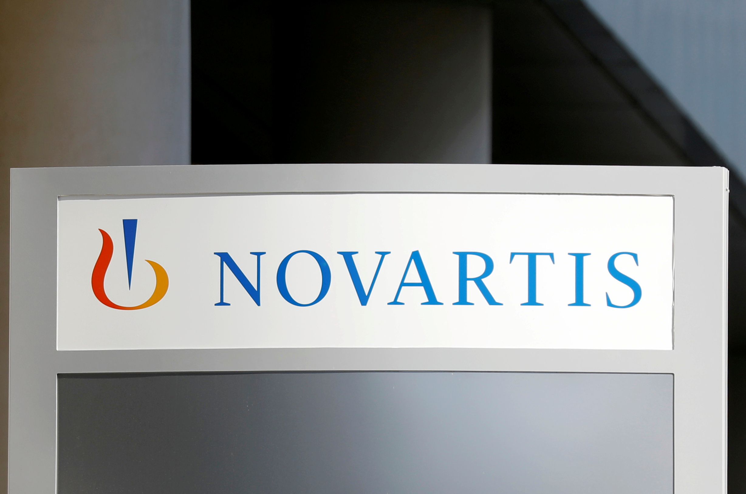 The logo of Swiss drugmaker Novartis is pictured at the company's headquarters in Rueil-Malmaison near Paris, France, April 22, 2020. REUTERS/Charles Platiau  GLOBAL BUSINESS WEEK AHEAD