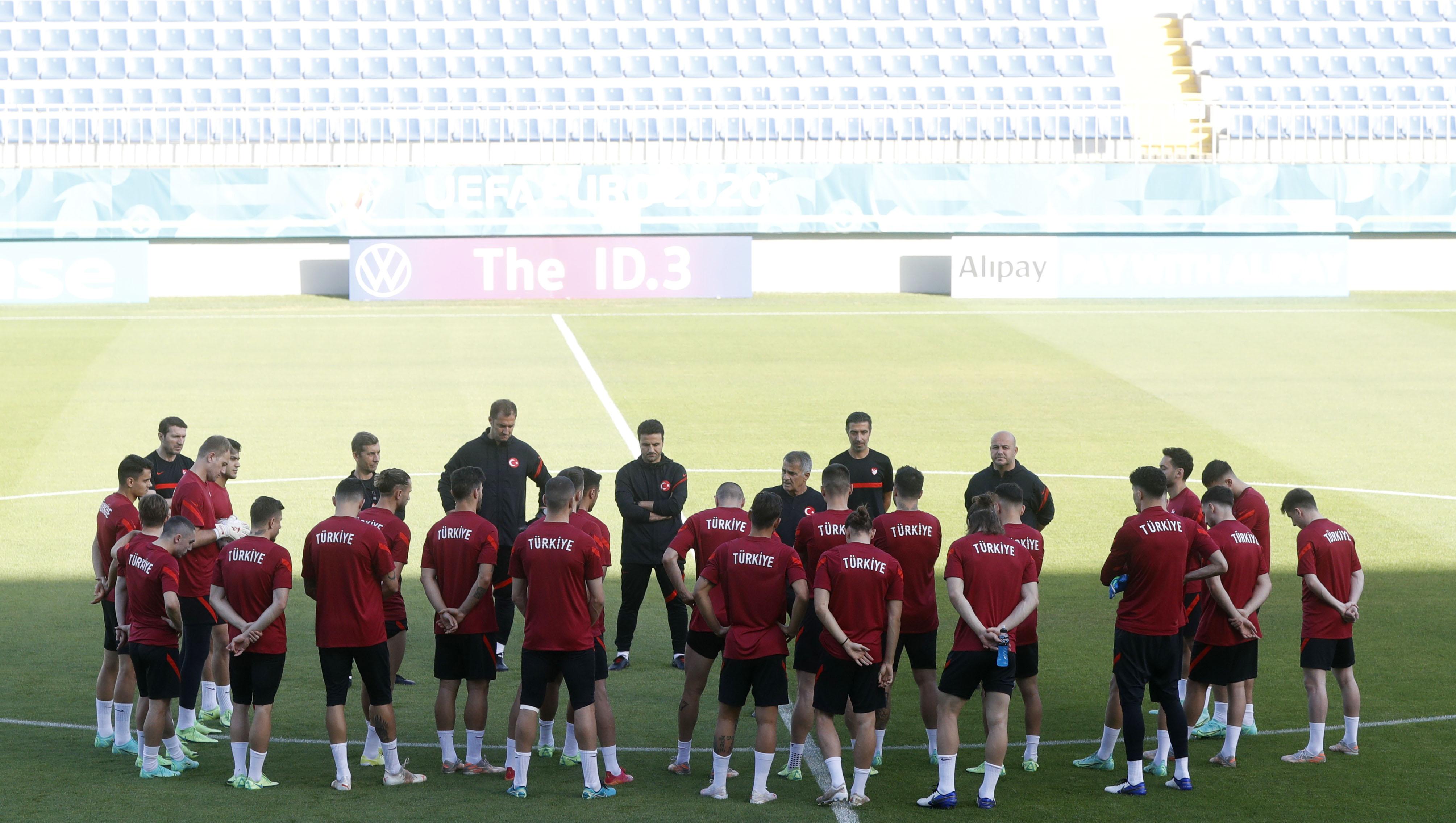 Soccer Football - Euro 2020 - Turkey Training - 8km Stadium, Baku, Azerbaijan - June 19, 2021 General view of Turkey players during training REUTERS/Valentyn Ogirenko