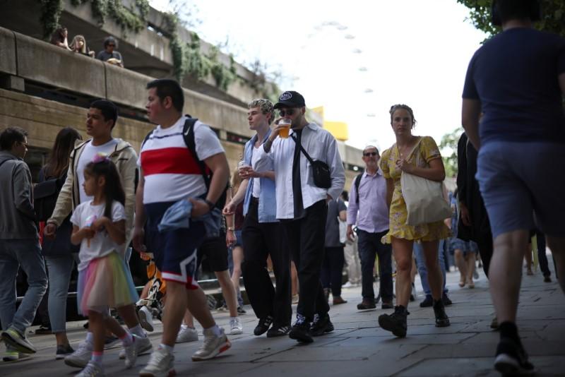 People walk along the South Bank, amid the coronavirus disease (COVID-19) outbreak, in London, Britain, June 5, 2021. REUTERS/Henry Nicholls