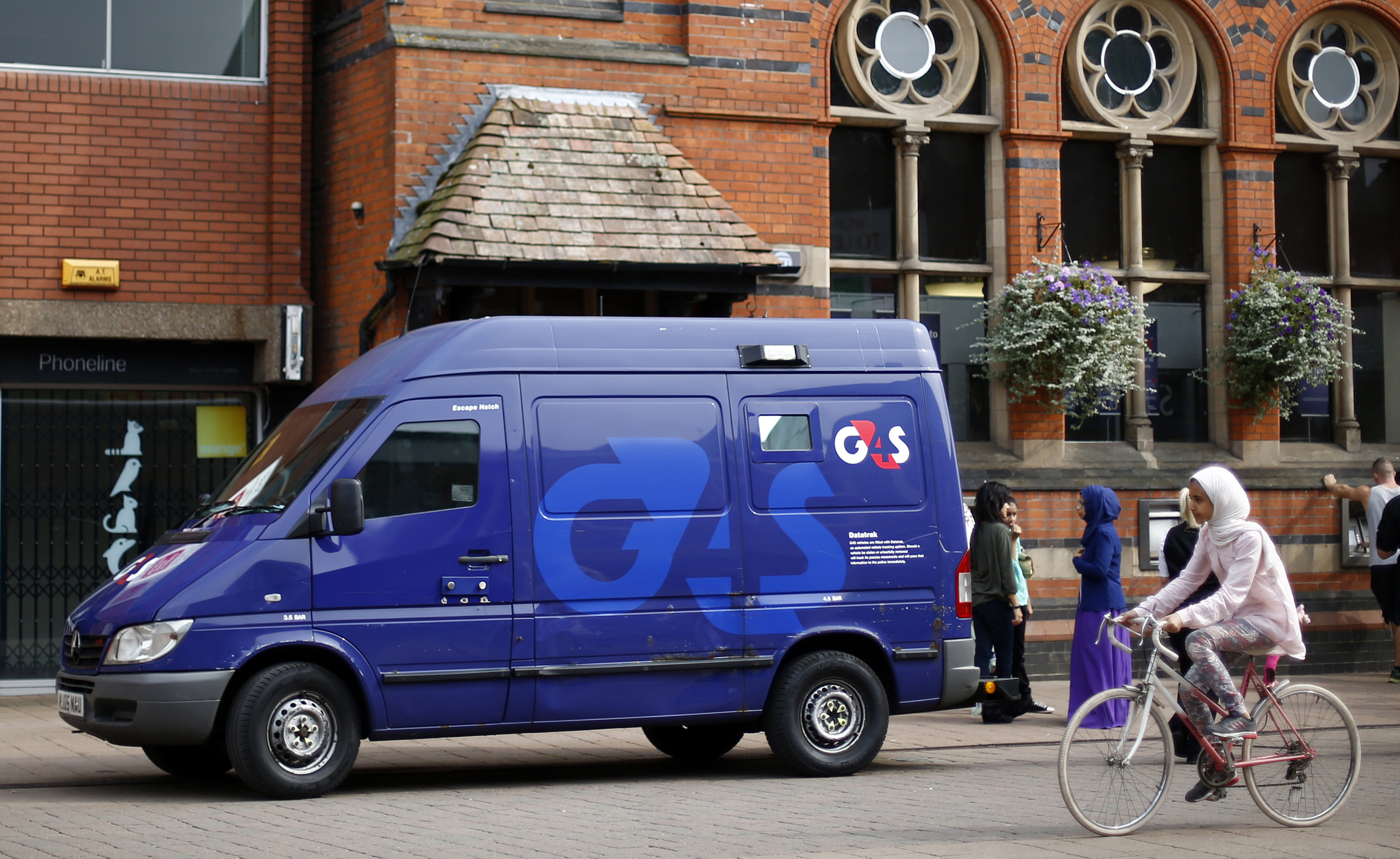 G4S security van is parked outside a bank in Loughborough, central England, August 28, 2013. REUTERS/Darren Staples/File Photo