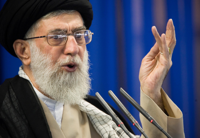 Iran's Supreme Leader Ayatollah Ali Khamenei speaks during Friday prayers in Tehran September 14, 2007. REUTERS/Morteza Nikoubazl