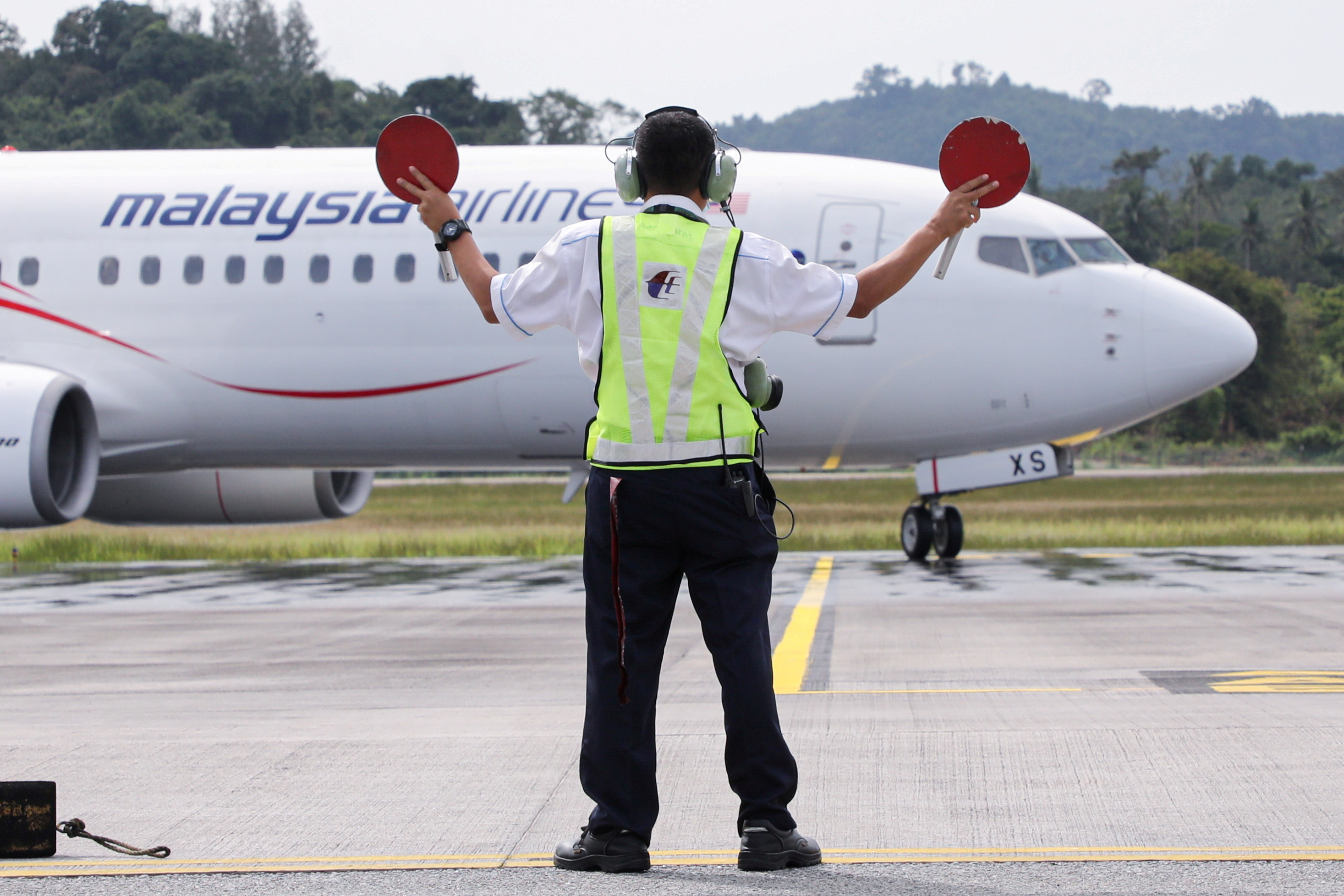 A Malaysia Airlines plane carrying the first batch of tourists arrives as Langkawi reopens to domestic tourists, amid the coronavirus disease (COVID-19) pandemic, in Malaysia September 16, 2021. REUTERS/Lim Huey Teng/File Photo