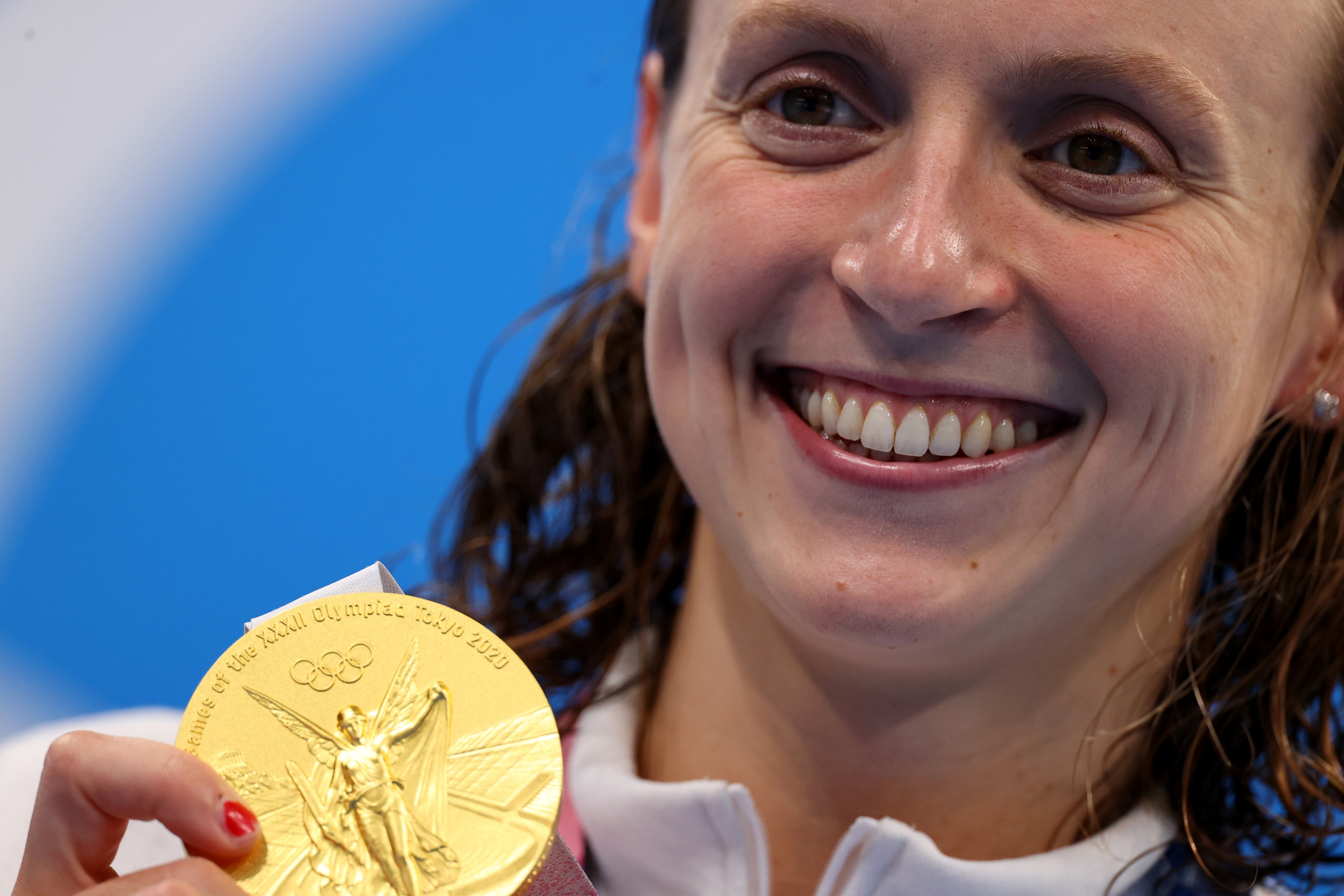 Tokyo 2020 Olympics - Swimming - Women's 800m Freestyle - Medal Ceremony - Tokyo Aquatics Centre - Tokyo, Japan - July 31, 2021. Kathleen Ledecky of the United States with her gold medal REUTERS/Marko Djurica