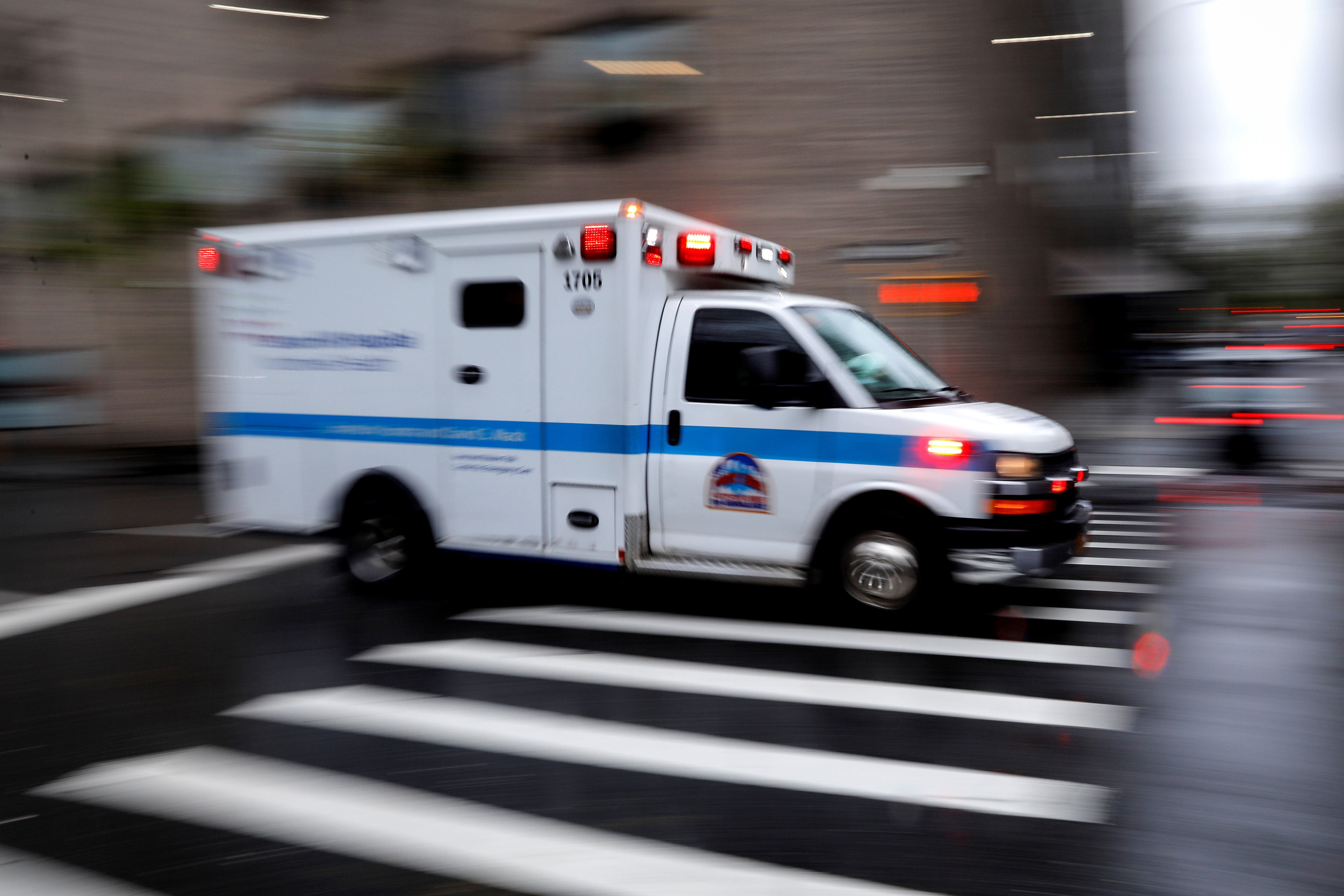 An ambulance arrives at the emergency entrance outside Mount Sinai Hospital in Manhattan during the outbreak of the coronavirus disease (COVID-19) in New York City, New York, U.S., April 13, 2020. REUTERS/Mike Segar/File Photo
