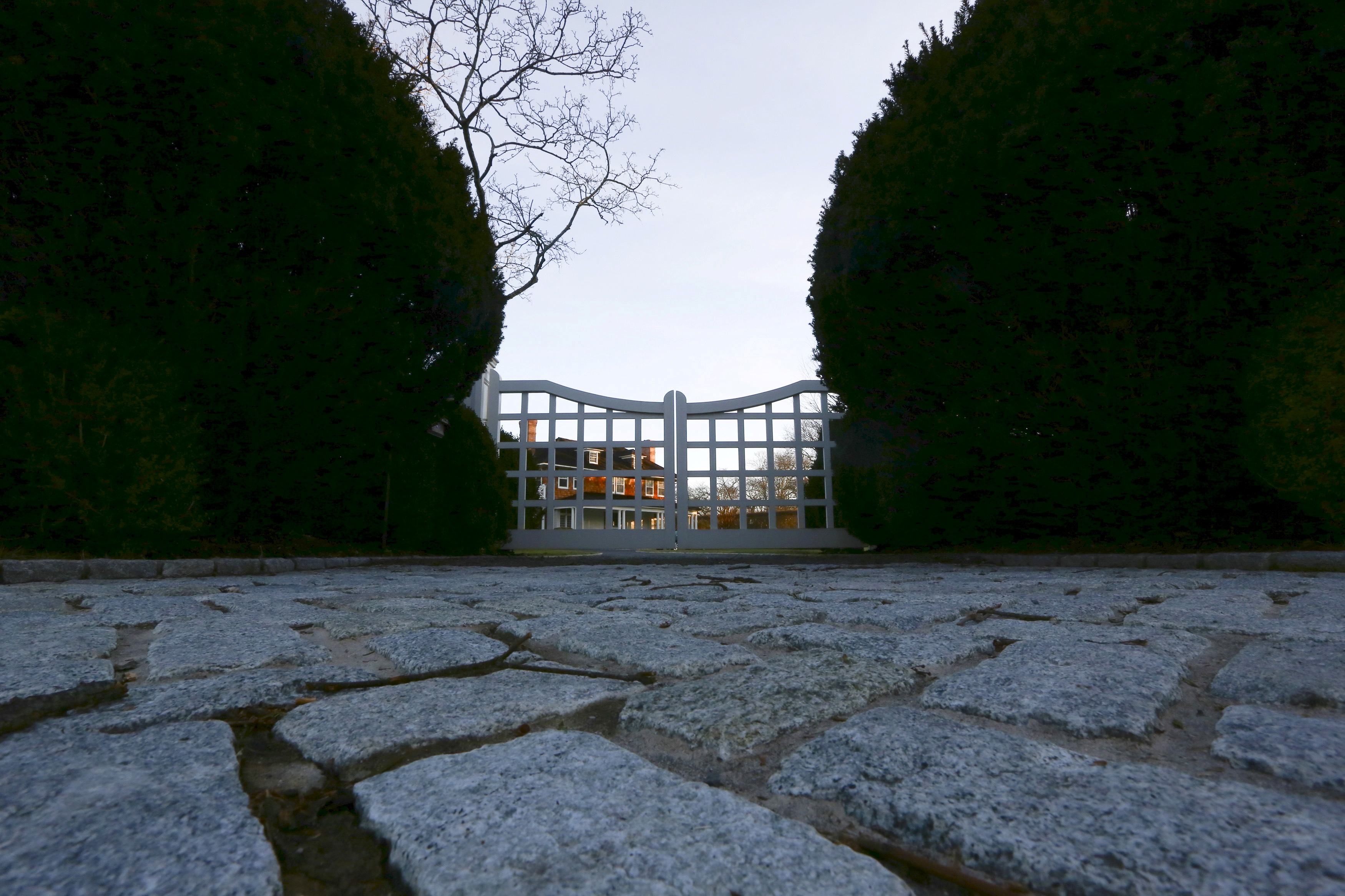 A house is seen past the gate on a private property in East Hampton, New York, March 16, 2016. The market for luxury homes in the Hamptons, the summer playground for Wall Street's wealthiest, is losing some of its luster as financial markets limp along for a second year.  REUTERS/Jeffrey Basinger/File Photo