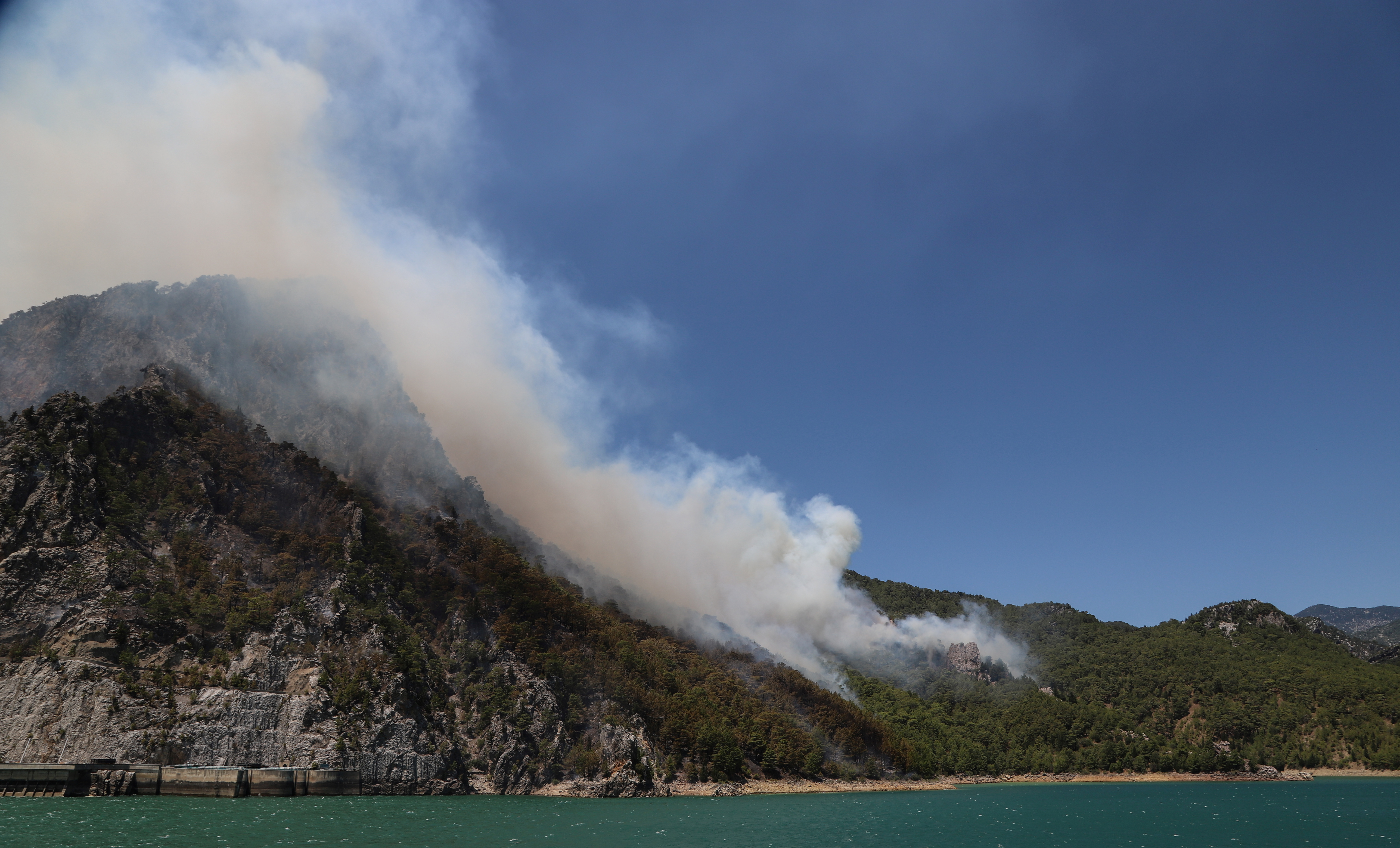 A forest fire burns near the town of Manavgat, east of the resort city of Antalya, Turkey, July 29, 2021. REUTERS/Kaan Soyturk