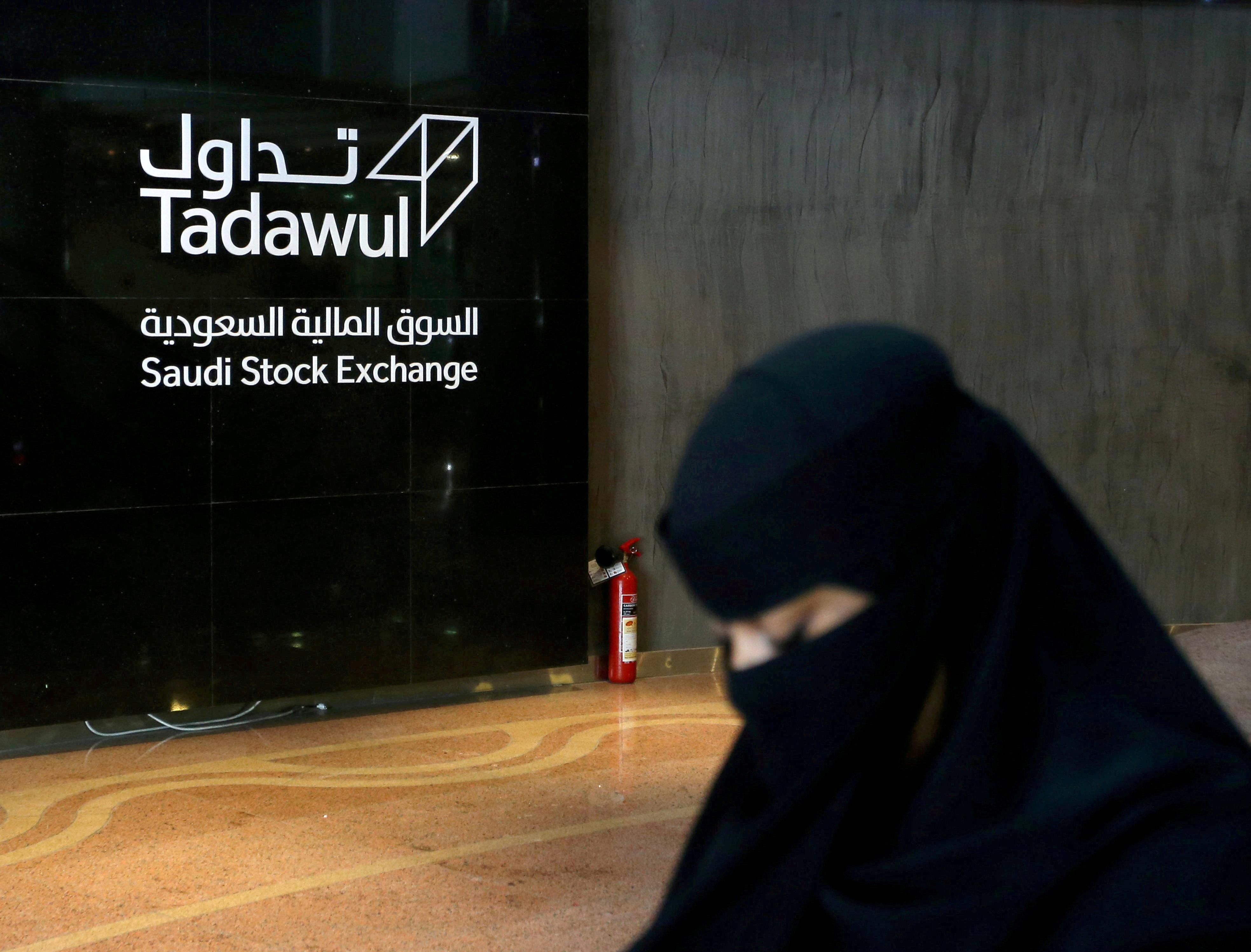 Saudi woman walks at the Saudi stock market (Tadawul), in Riyadh, Saudi Arabia March 9, 2020.  REUTERS/Ahmed Yosri/File Photo