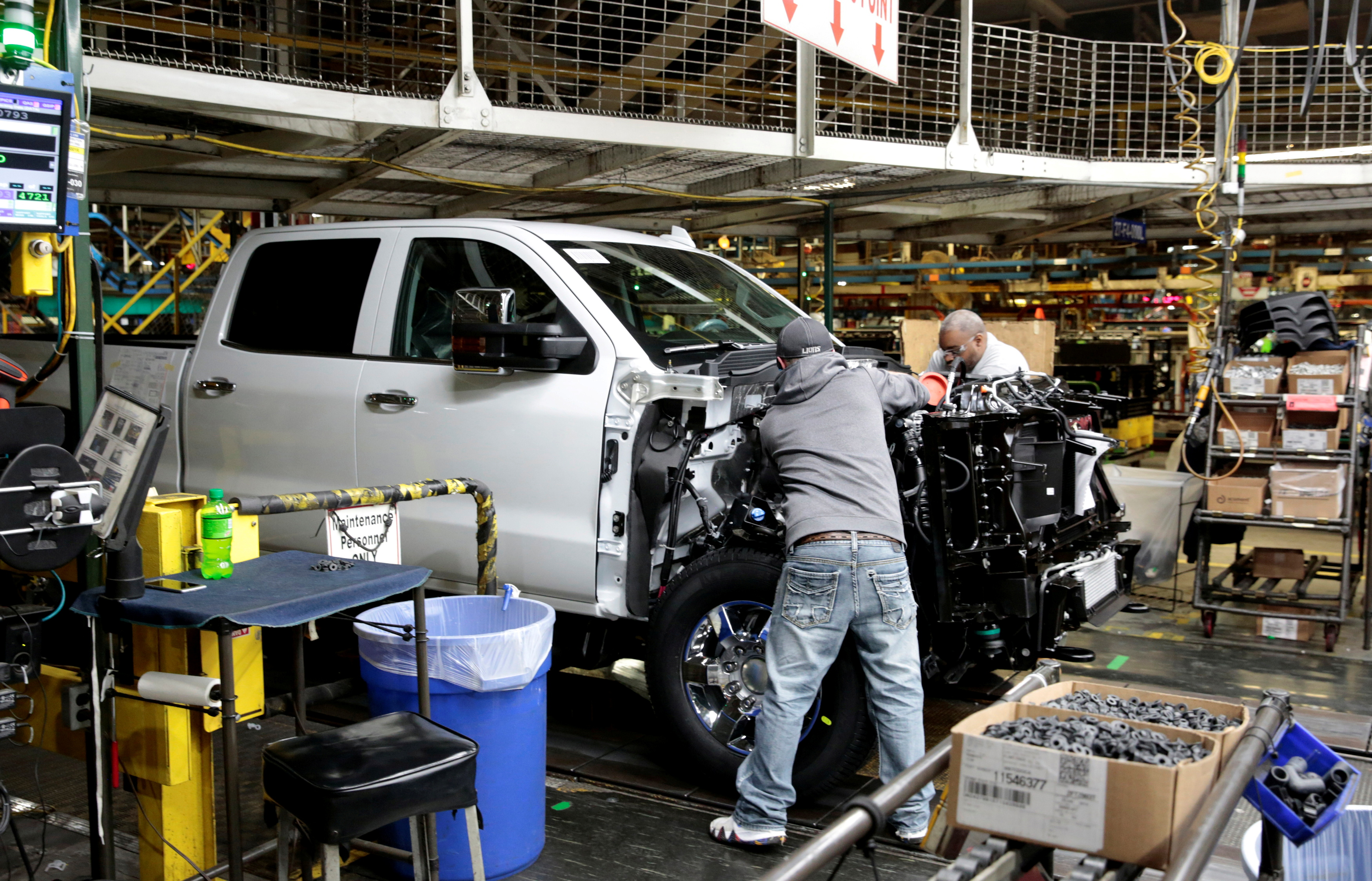 General Motors assembly workers work on Chevrolet 2019 heavy-duty pickup trucks at the General Motors Flint Assembly Plant in Flint, Michigan, U.S. February 5, 2019. REUTERS/Rebecca Cook/File Photo