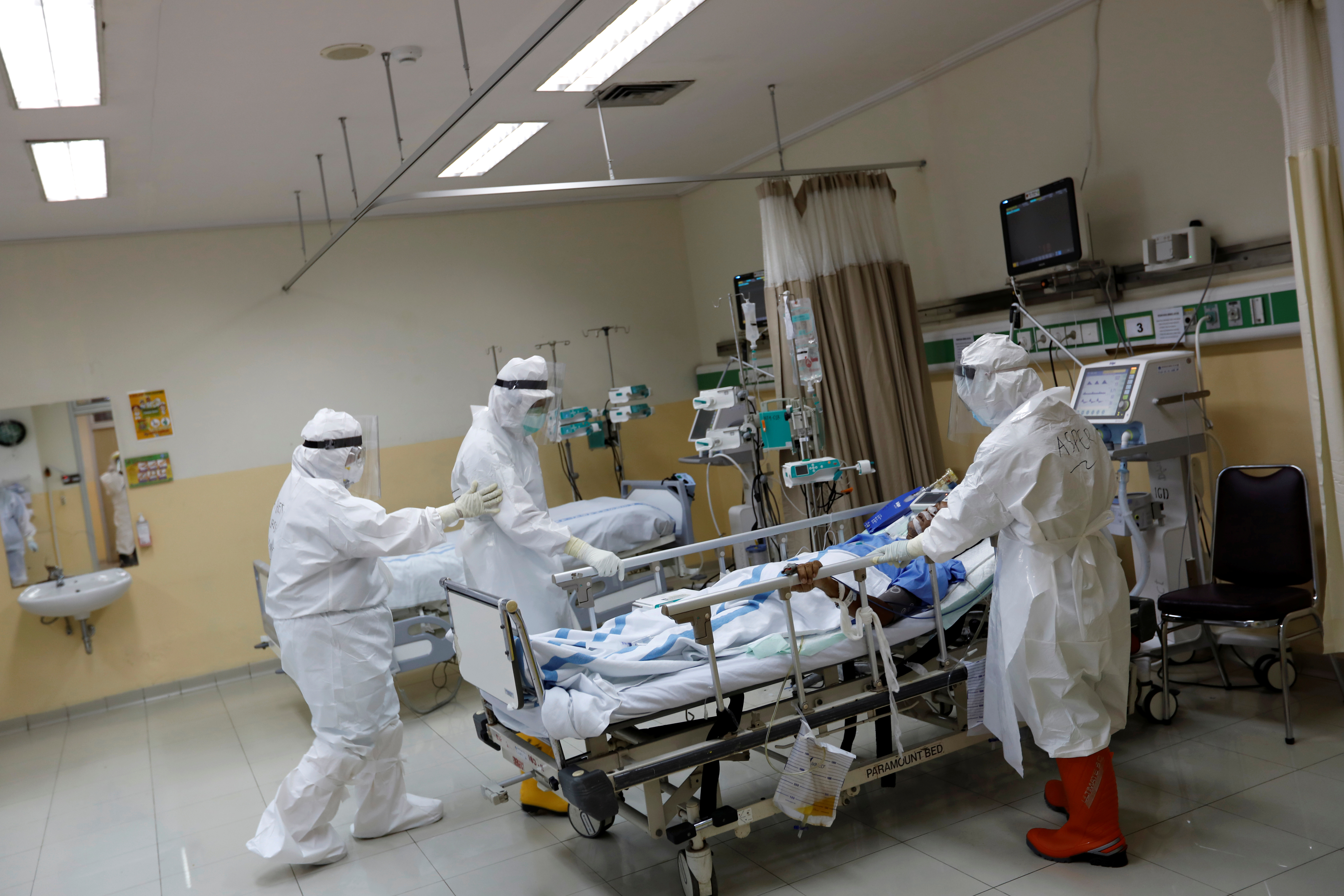 Health workers wearing protective suits prepare to transfer a patient to the surgical room from the Intensive Care Unit (ICU) for the coronavirus disease (COVID-19) patients at Persahabatan Hospital in Jakarta, Indonesia, May 13, 2020. REUTERS/Willy Kurniawan