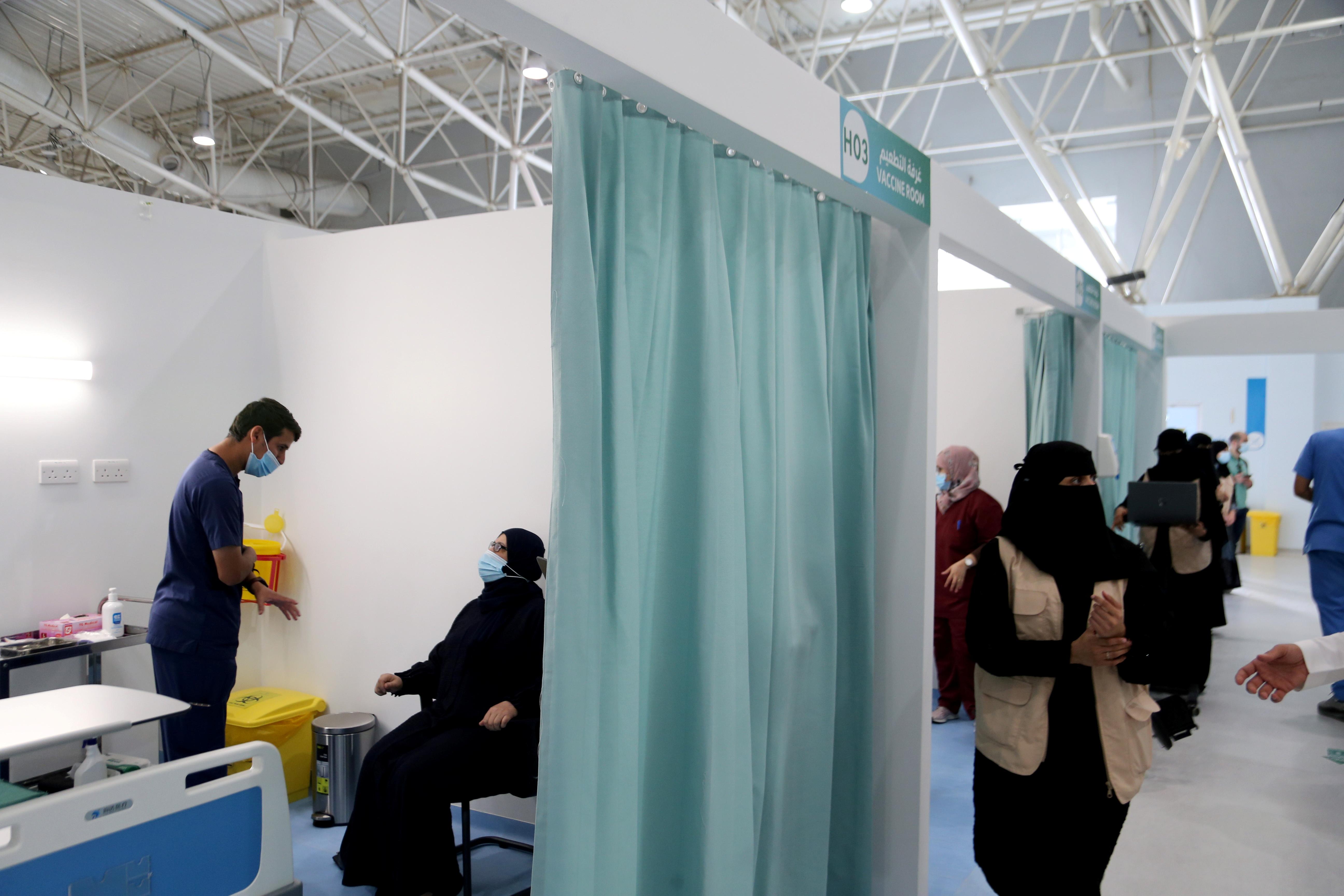 A Saudi woman waits to get a dose of a coronavirus disease (COVID-19) vaccine, in Riyadh, Saudi Arabia December 17, 2020. REUTERS/Ahmed Yosri