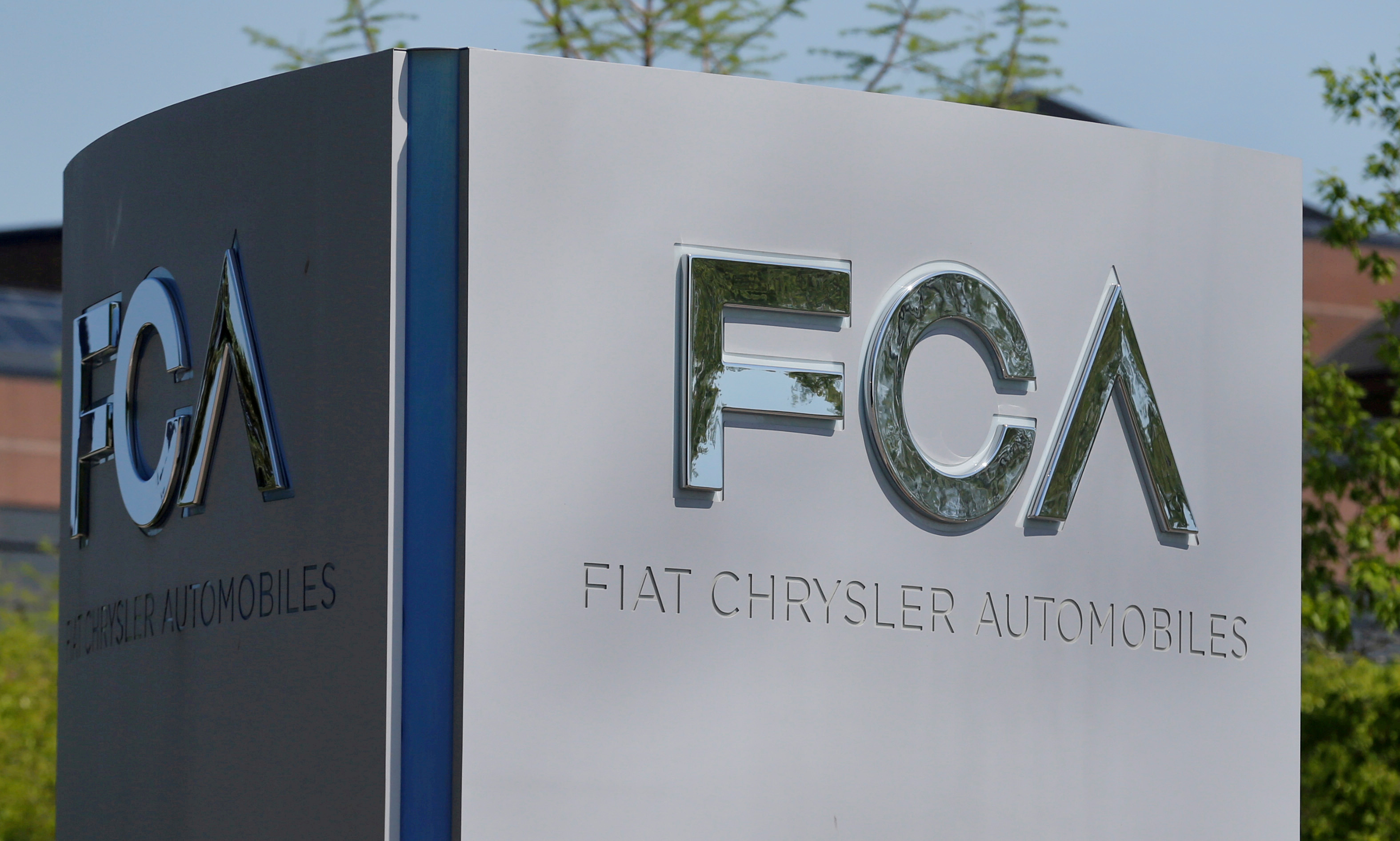 A Fiat Chrysler Automobiles (FCA) sign is at the U.S. headquarters in Auburn Hills, Michigan, U.S. May 25, 2018.  REUTERS/Rebecca Cook/File Photo