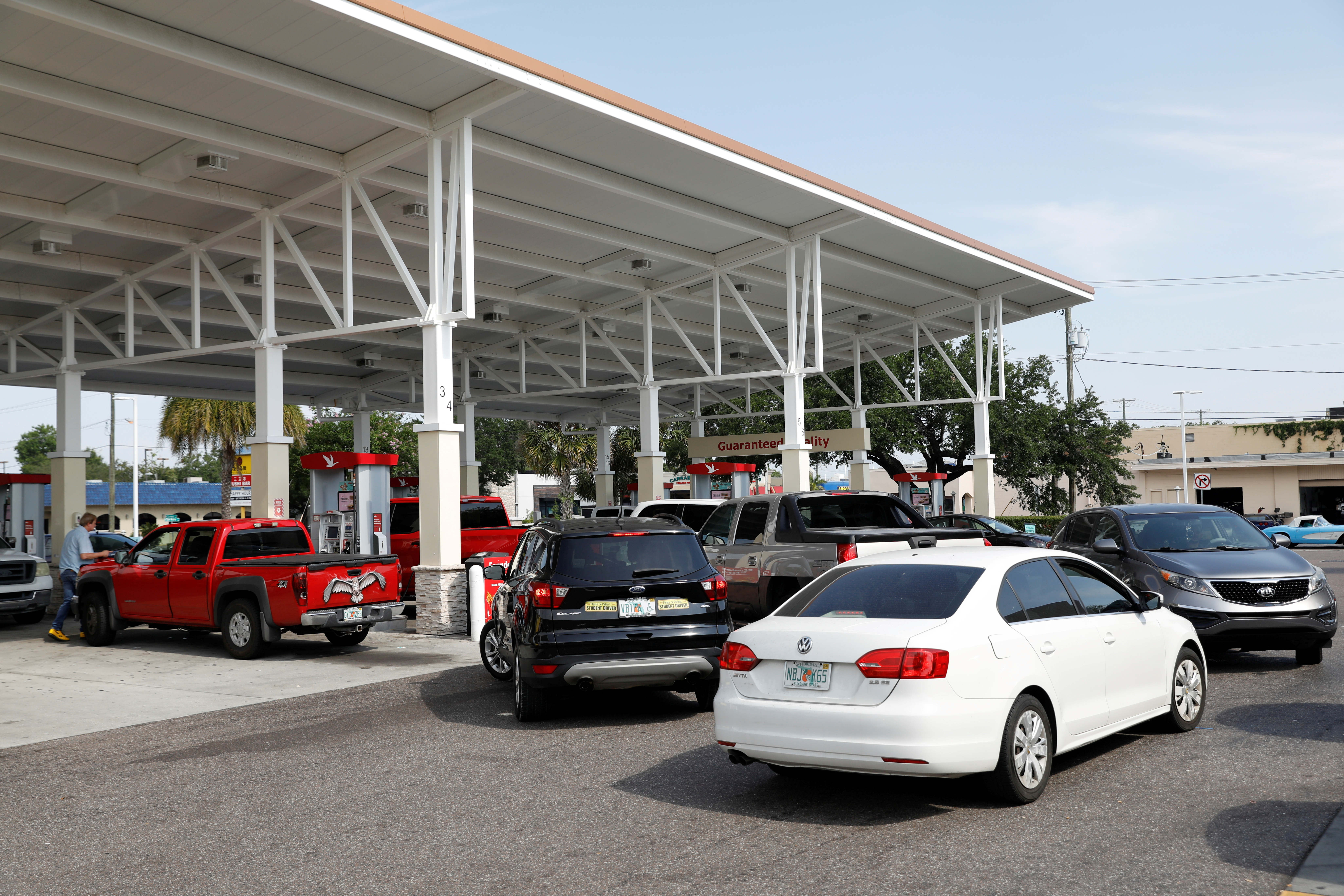 A line of vehicles proceeds towards a Wawa gas station, after a cyberattack crippled the biggest fuel pipeline in the country, run by Colonial Pipeline, in Tampa, Florida, U.S., May 12, 2021. REUTERS/Octavio Jones