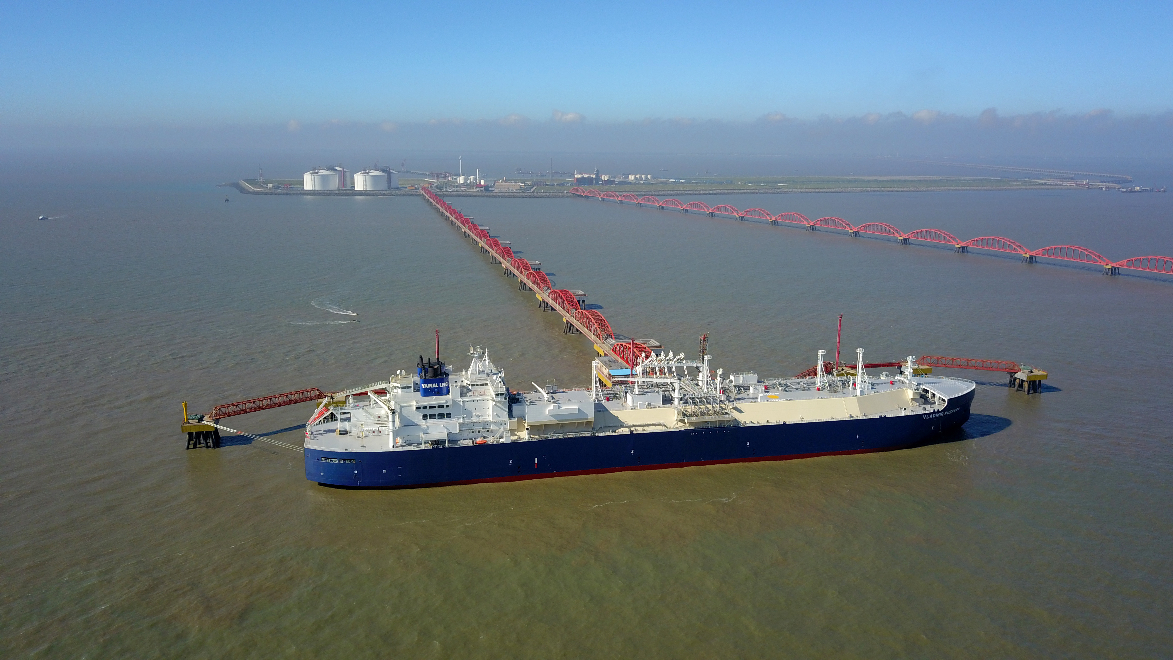 A vessel carrying liquefied natural gas (LNG) cargo from Russia's Yamal LNG project, is seen at Rudong LNG Terminal in Nantong, Jiangsu province, China July 19, 2018.  China Daily via REUTERS/File Photo