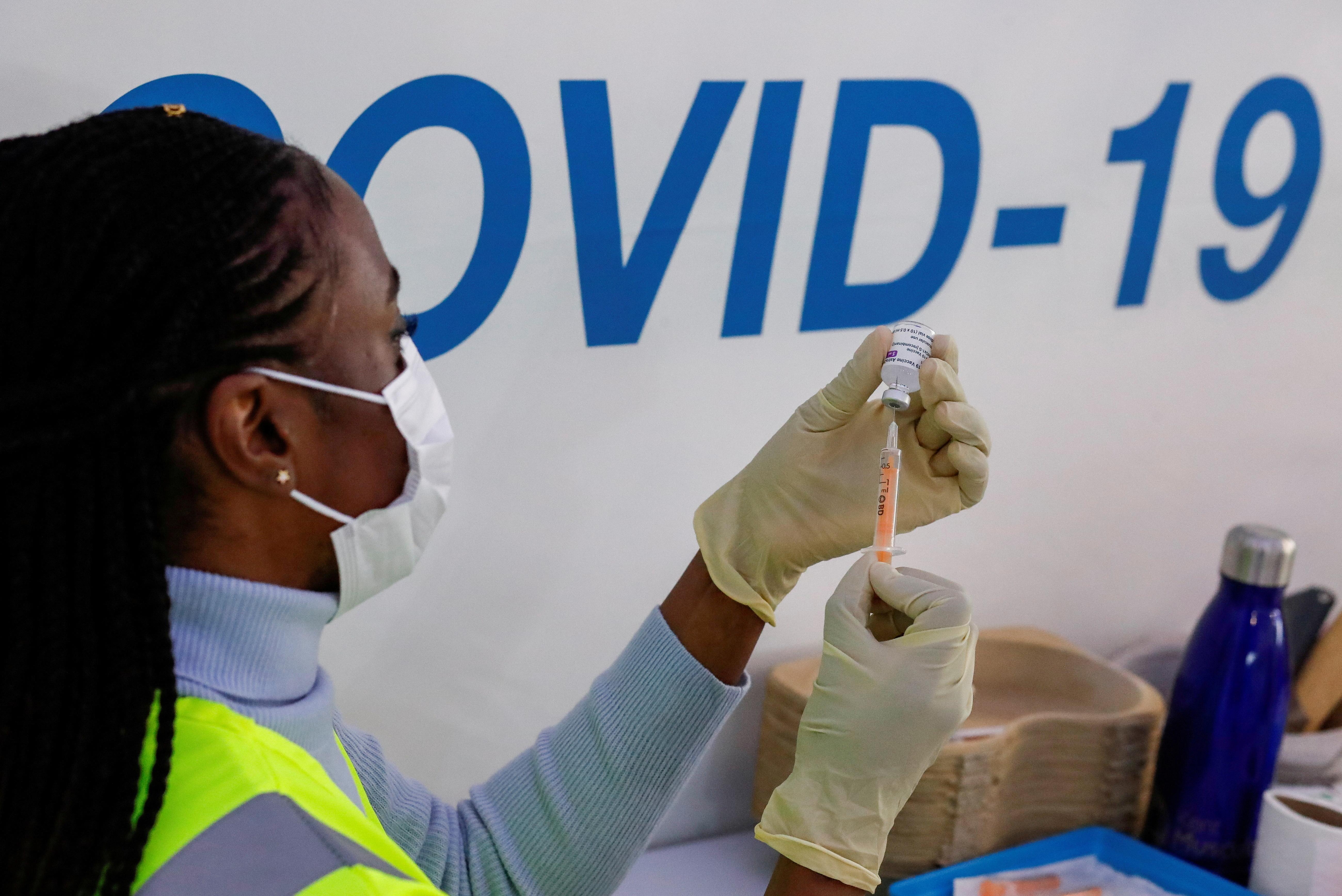 A dose of AstraZeneca vaccine is prepared at COVID-19 vaccination centre in the Odeon Luxe Cinema in Maidstone, Britain February 10, 2021. REUTERS/Andrew Couldridge/File Photo
