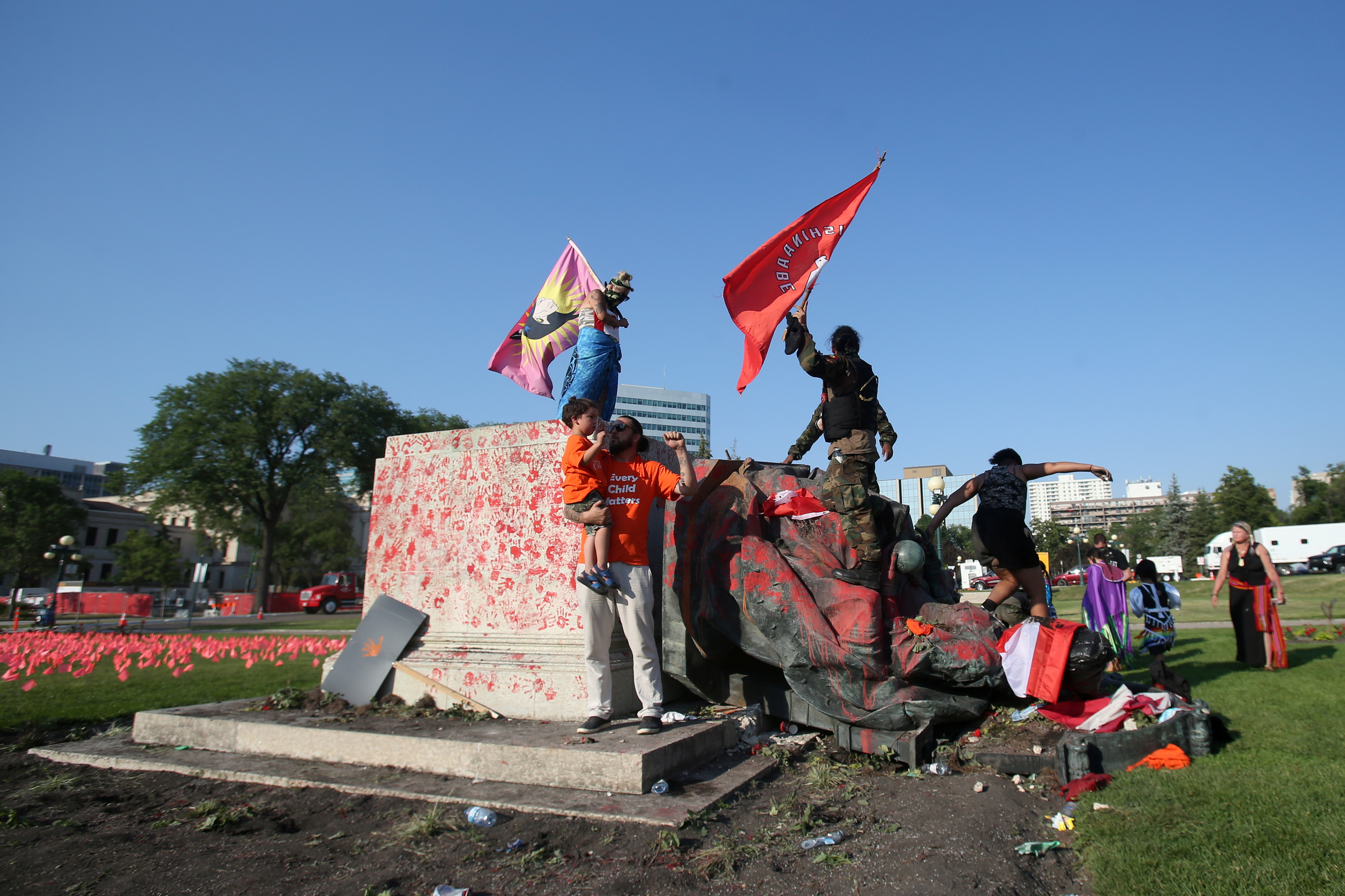 A defaced statue of Queen Victoria lies after being toppled during a rally, following the discovery of the remains of hundreds of children at former indigenous residential schools, outside the provincial legislature on Canada Day in Winnipeg, Manitoba, Canada July 1, 2021.  REUTERS/Shannon VanRaes