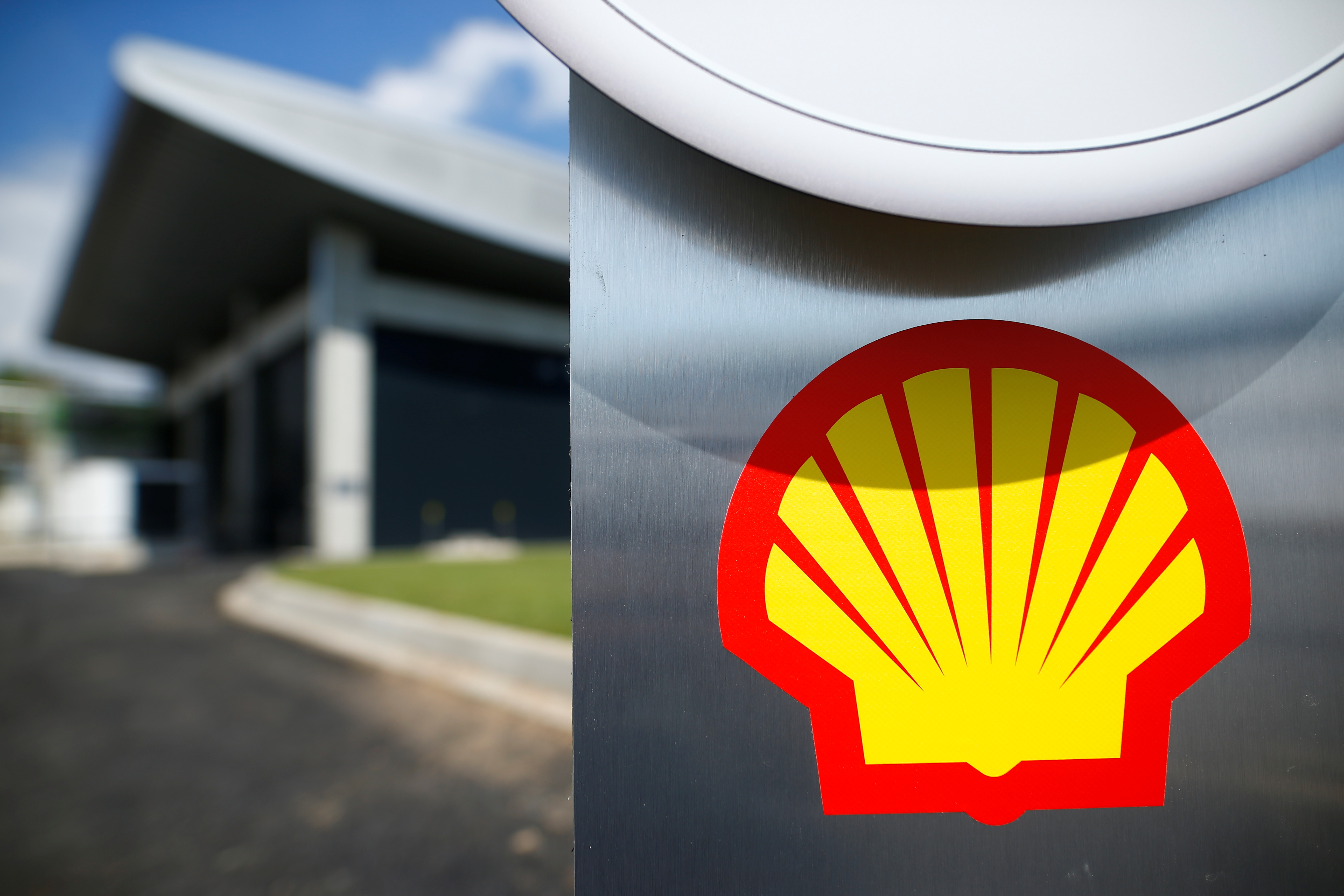 The logo of Royal Dutch Shell is pictured during a launch event for a hydrogen electrolysis plant at Shell's Rhineland refinery in Wesseling near Cologne, Germany, July 2, 2021. REUTERS/Thilo Schmuelgen