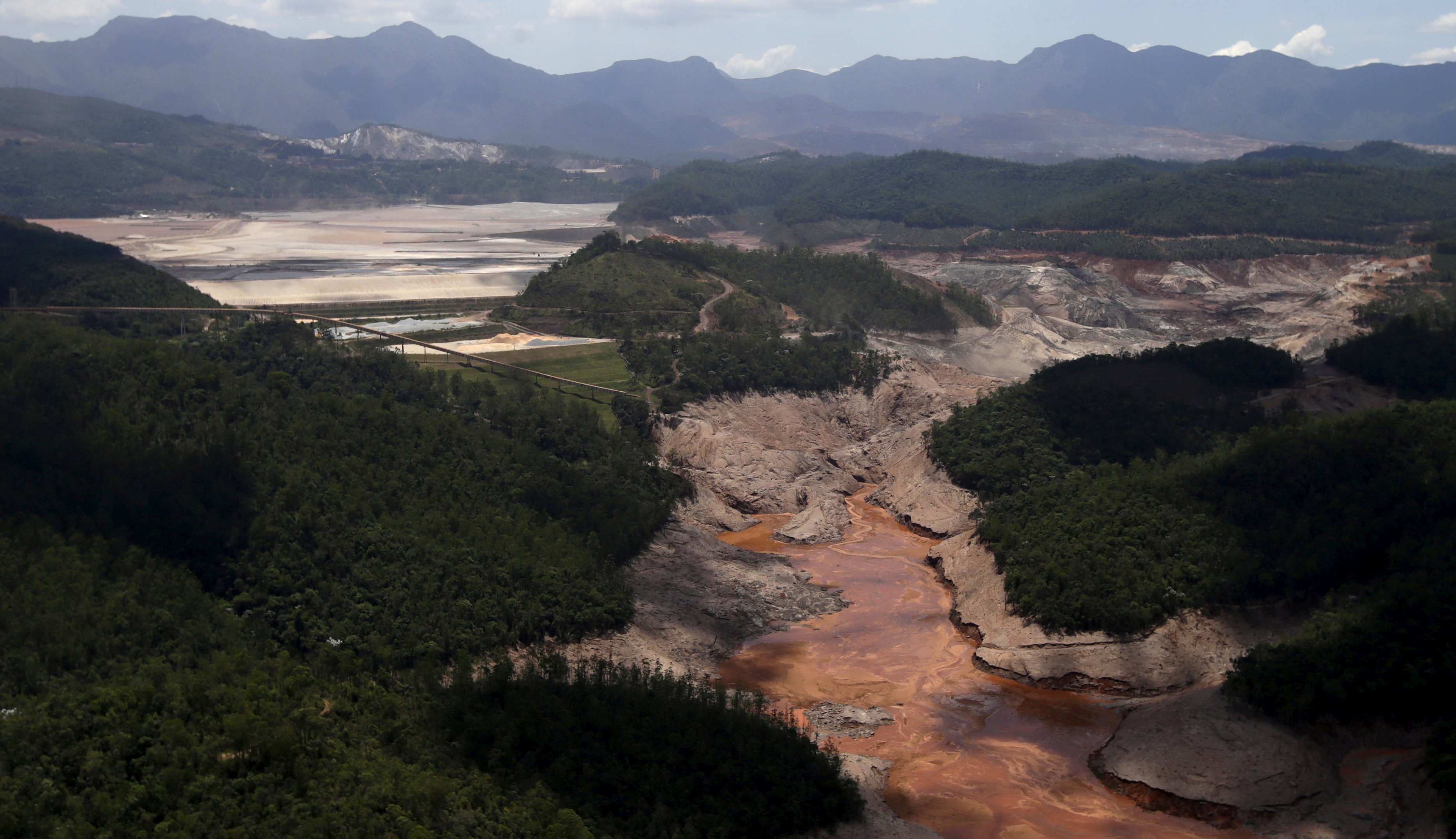 General view from above of a dam owned by Vale SA and BHP Billiton Ltd that burst, in Mariana, Brazil, November 10, 2015. REUTERS/Ricardo Moraes/File Photo