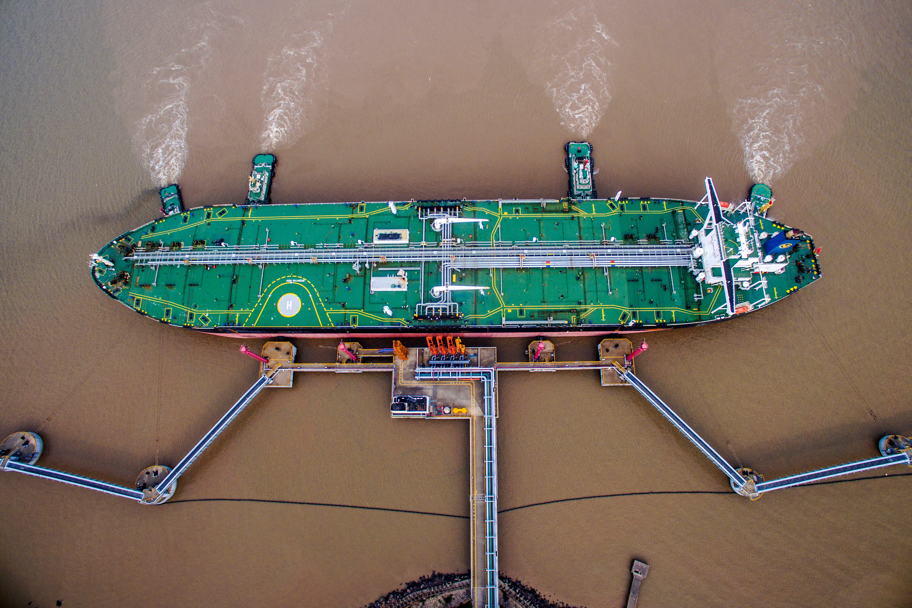 An oil tanker unloads crude oil at a crude oil terminal in Zhoushan, Zhejiang province, China July 4, 2018.   REUTERS/Stringer