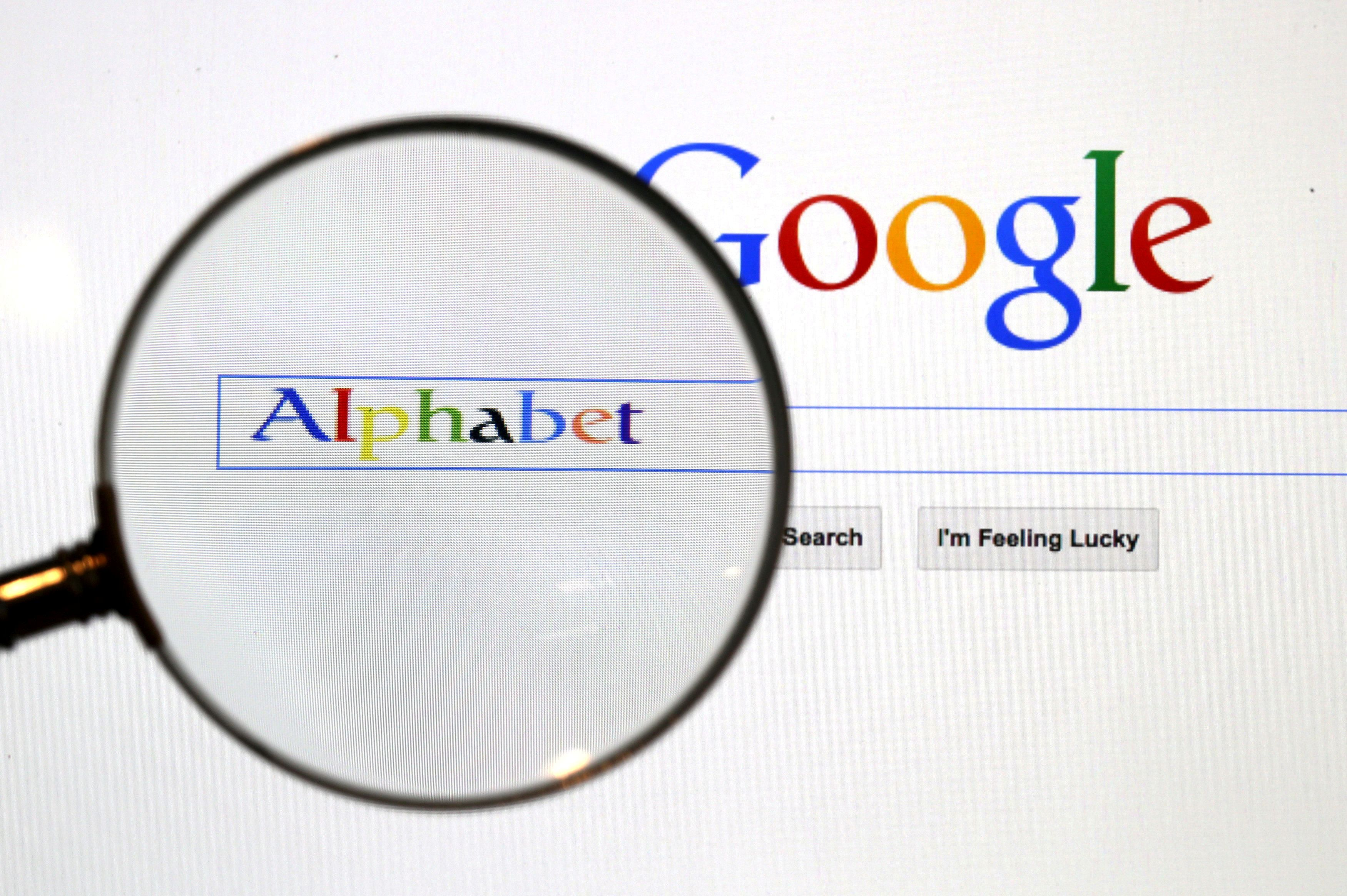 A Google search page is seen through a magnifying glass in this photo illustration taken in Berlin,  Germany, August 11, 2015.  REUTERS/Pawel Kopczynski