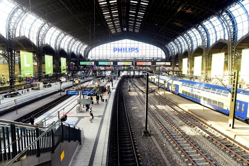 Celkový pohled na hlavní nádraží během stávky strojvedoucích Německého svazu strojvedoucích (GDL) v Hamburku, Německo, 11. srpna 2021. REUTERS/Fabian Bimmer