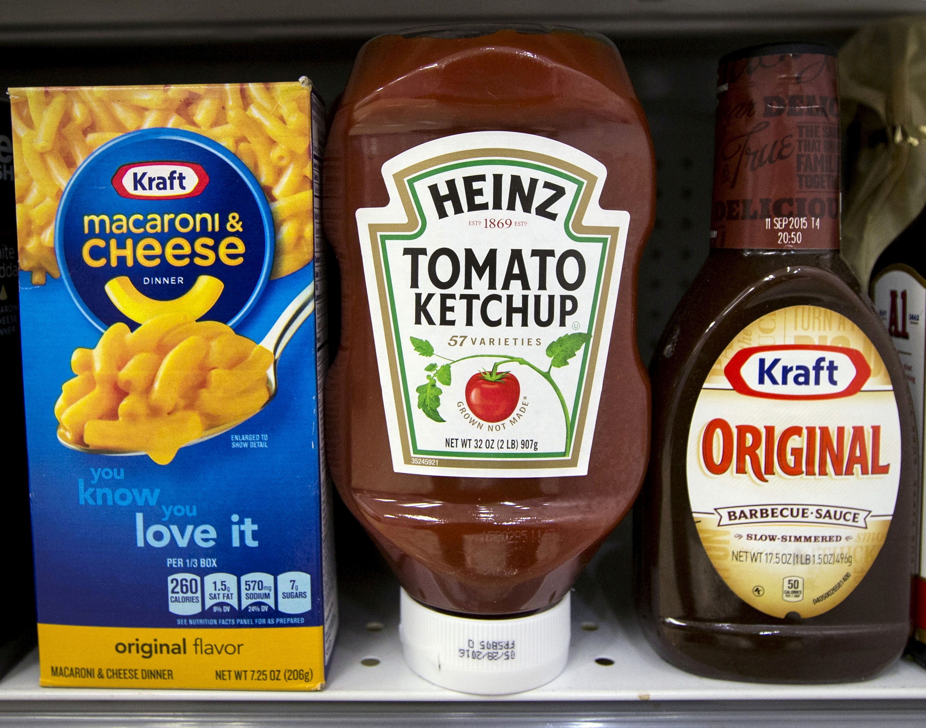 A Heinz Ketchup bottle sits between a box of Kraft macaroni and cheese and a bottle of Kraft Original Barbecue Sauce on a grocery store shelf in New York March 25, 2015.  REUTERS/Brendan McDermid