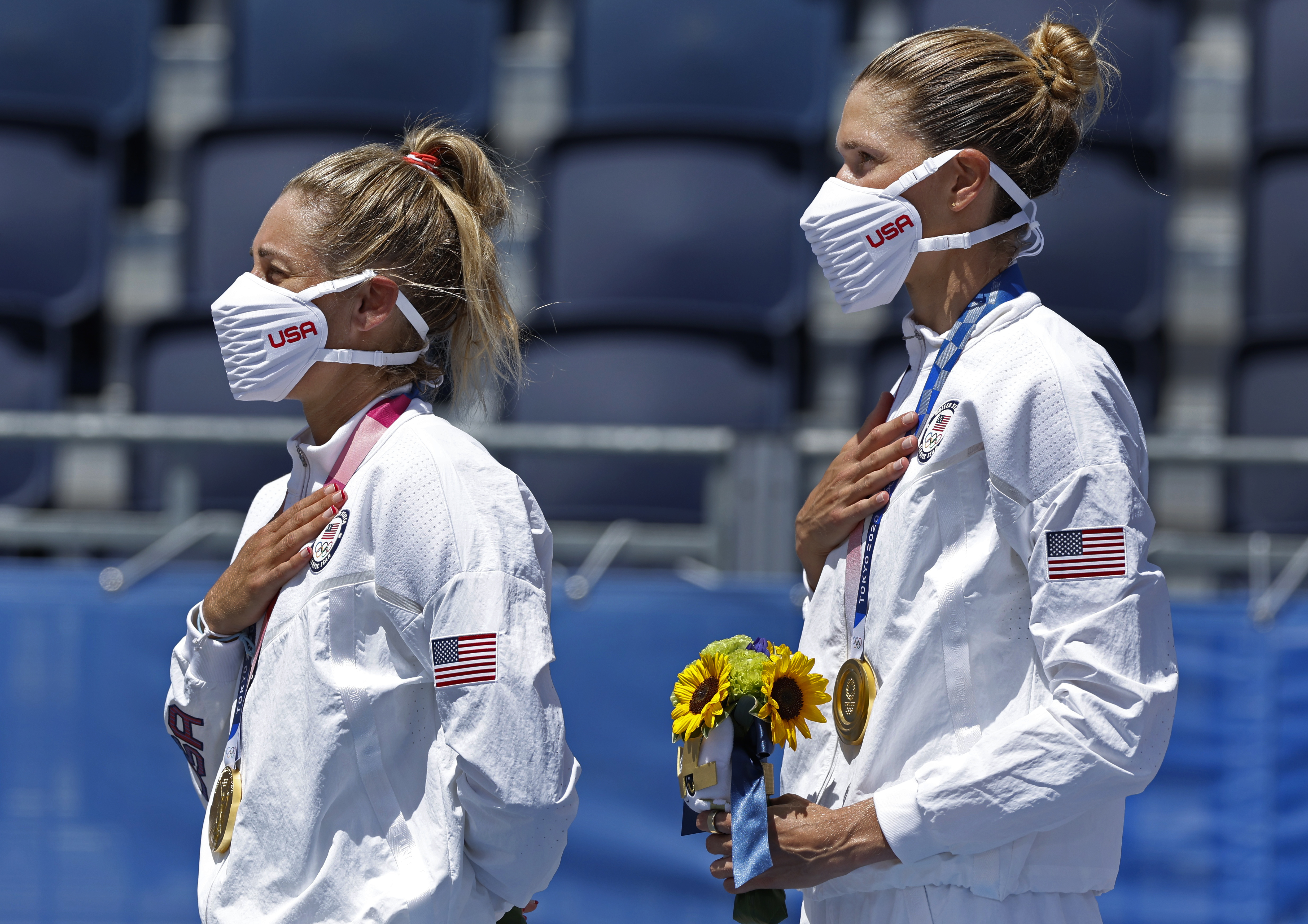 Tokyo 2020 Olympics - Beach Volleyball - Women - Medal Ceremony - Shiokaze Park, Tokyo, Japan - August 6, 2021. Gold medallists April Ross of the United States and Alix Klineman of the United States during the ceremony. REUTERS/John Sibley