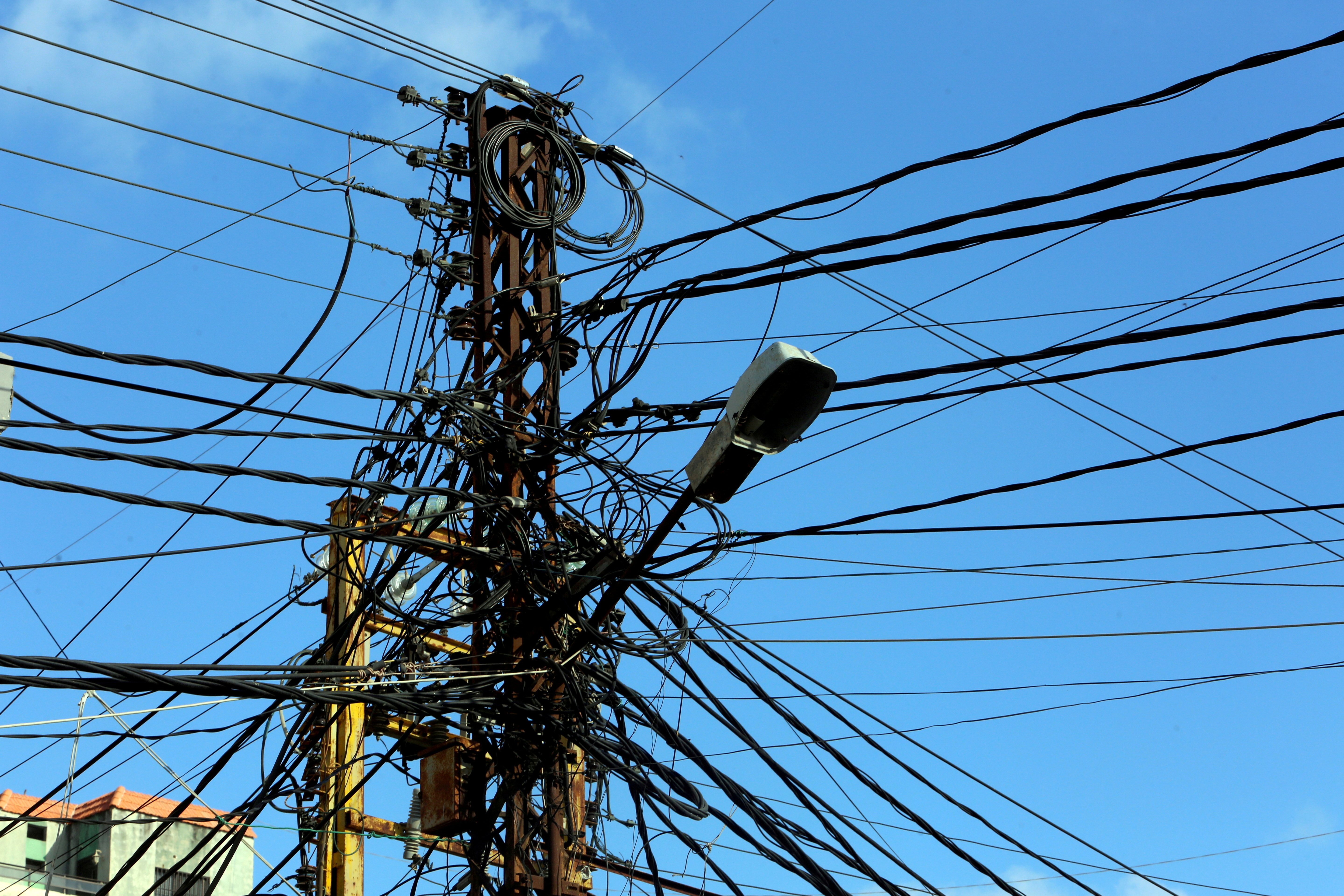 Electricity cables are seen in Tyre, Lebanon July 18, 2020. REUTERS/Aziz Taher/File Photo