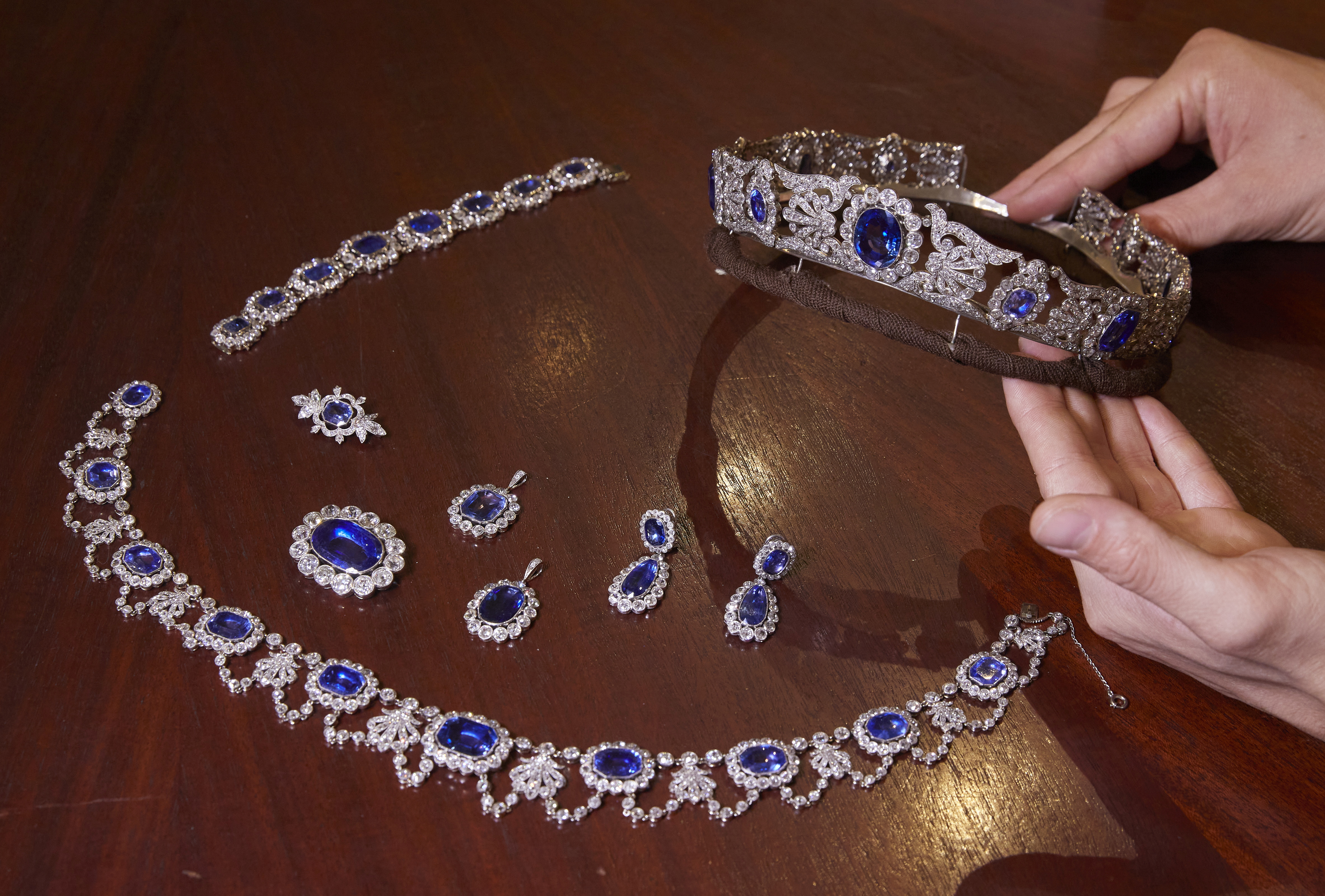 Sembilan perhiasan langka milik putri Napoleon