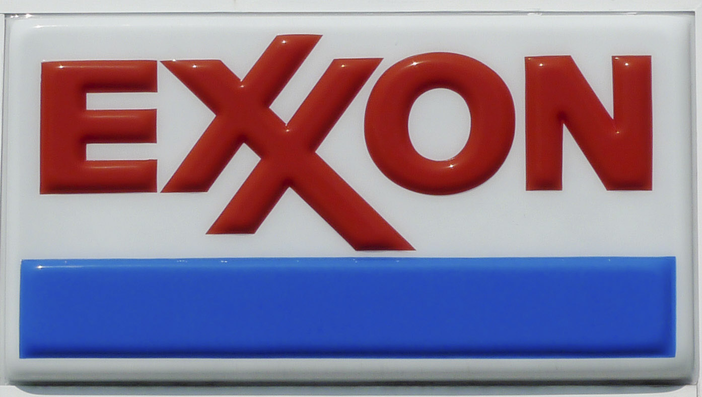 The Exxon corporate logo is pictured at one of the company's gas stations.  REUTERS/Jason Reed  (UNITED STATES - Tags: BUSINESS ENERGY)