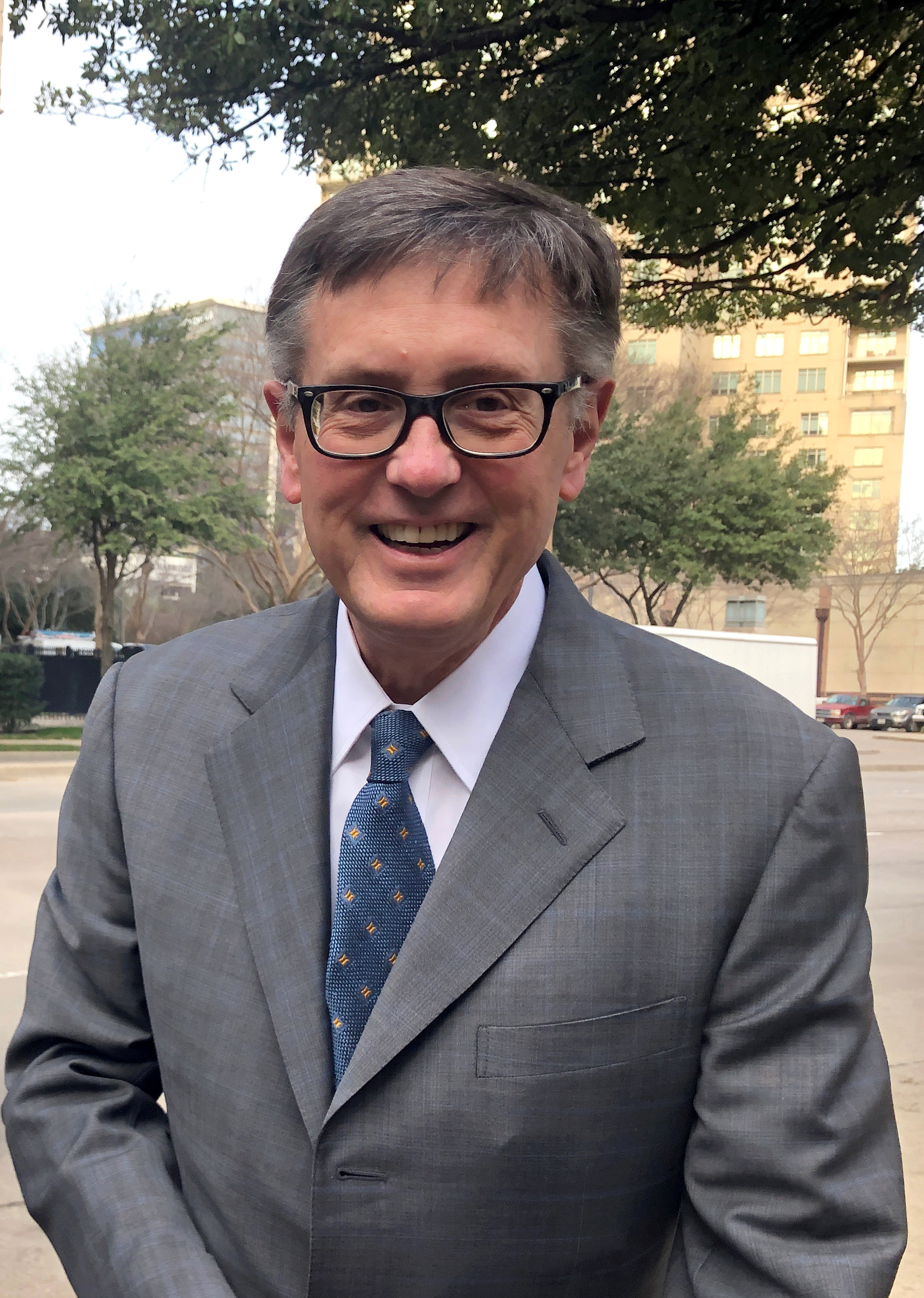 Federal Reserve Vice Chairman Richard Clarida poses before boarding a bus to tour South Dallas as part of a community outreach by U.S. central bankers, in Dallas, Texas, U.S., February 25, 2019. REUTERS/Ann Saphir