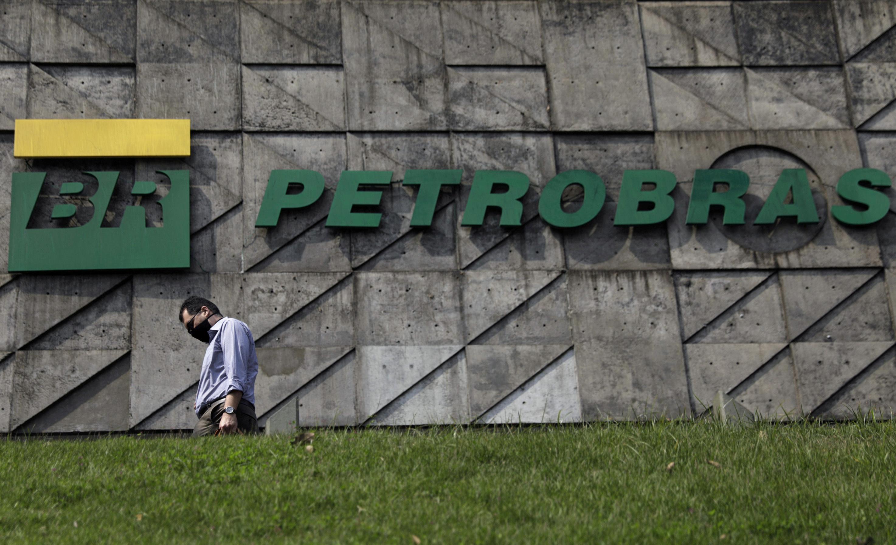 A man walks past the headquarters of Brazilian oil company Petrobras in Rio de Janeiro, Brazil, September 10, 2020. REUTERS/Ricardo Moraes/File Photo