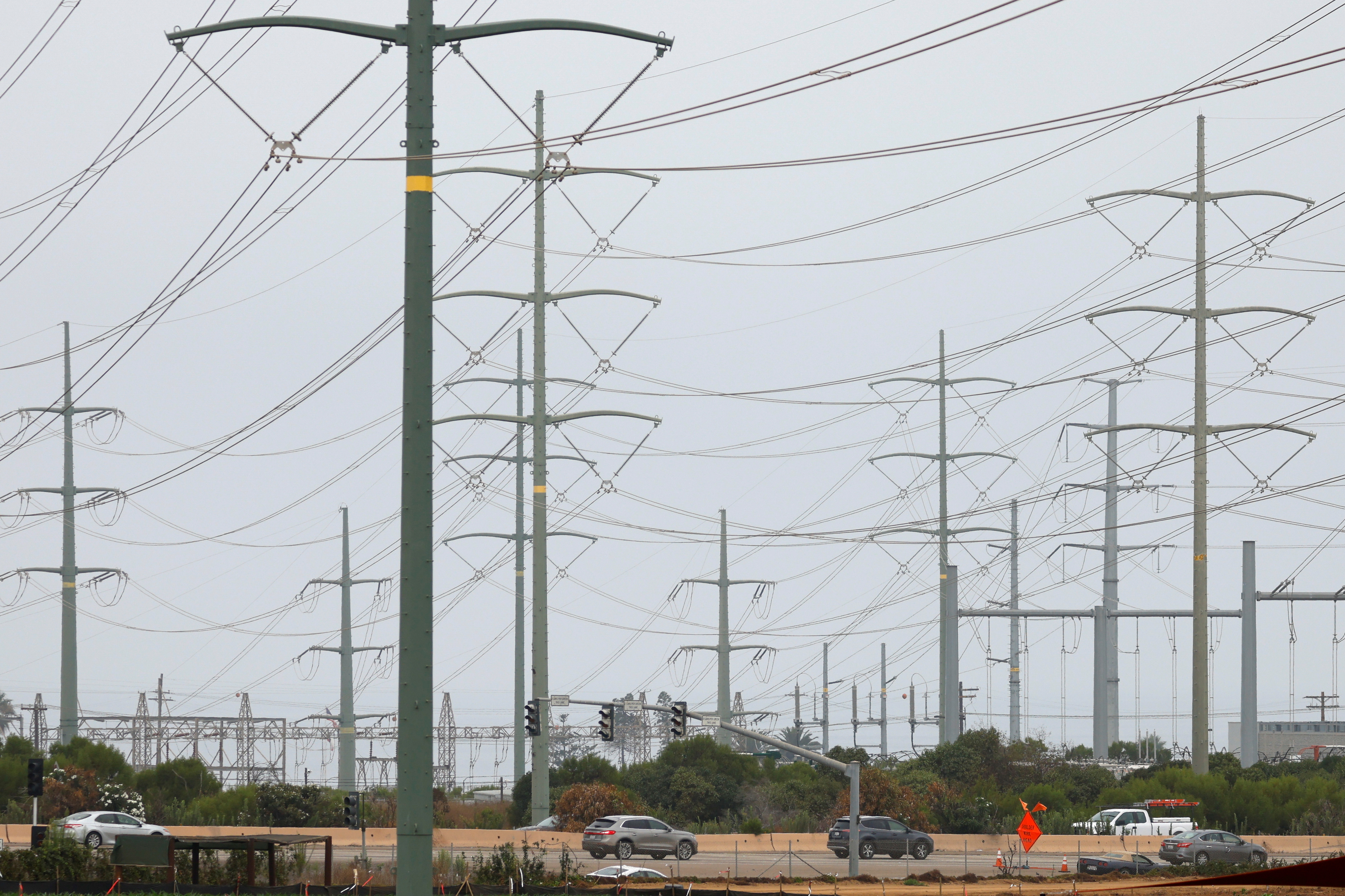 Power lines are shown as California consumers prepare for more possible outages following weekend outages to reduce system strain during a brutal heat wave amid the outbreak of coronavirus disease (COVID-19) in Carlsbad, California, U.S., August 17, 2020. REUTERS/Mike Blake/File Photo