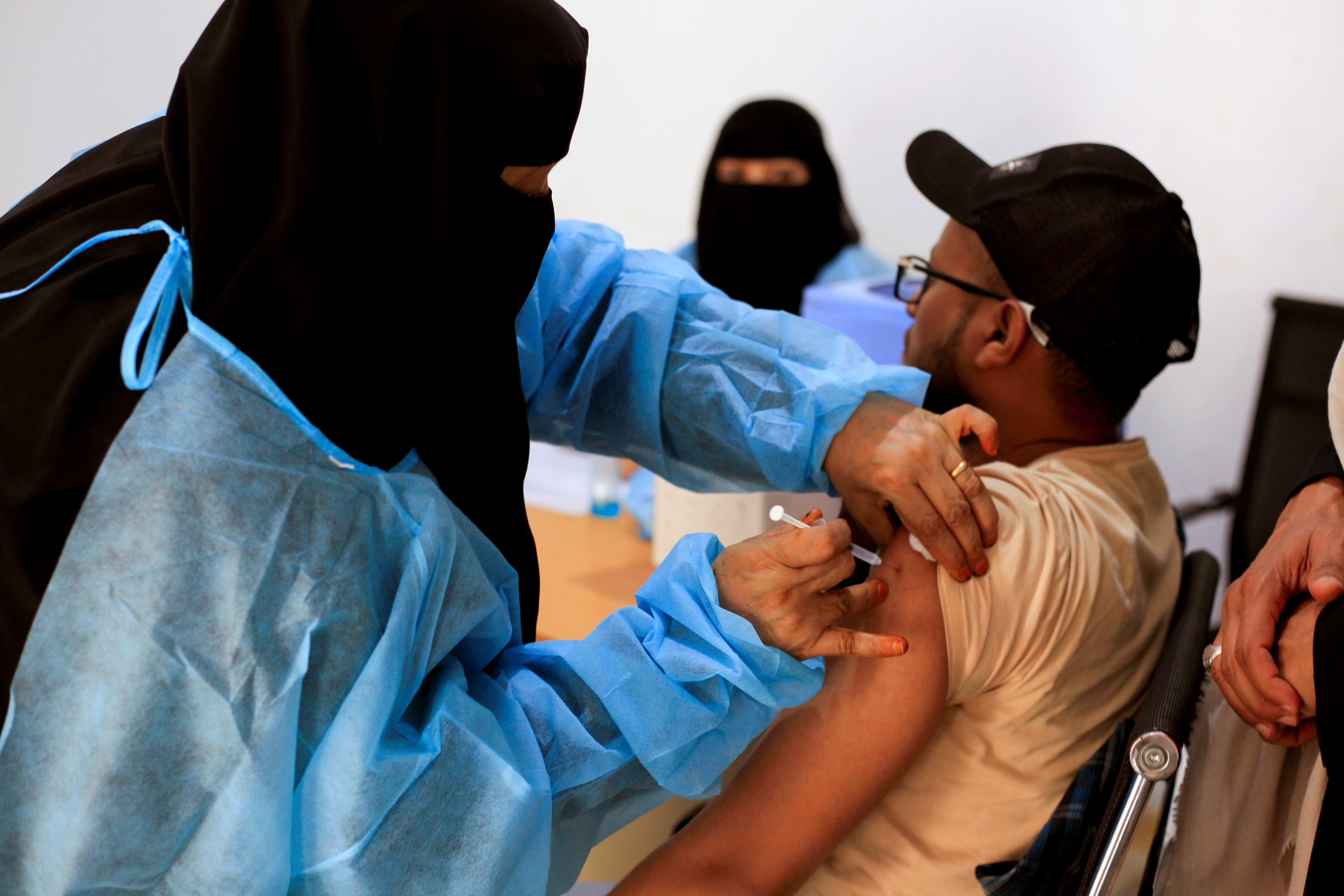 A man receives the AstraZeneca vaccine against the coronavirus disease (COVID-19), at a medical center in Taiz, Yemen April 23, 2021. REUTERS/Anees Mahyoub