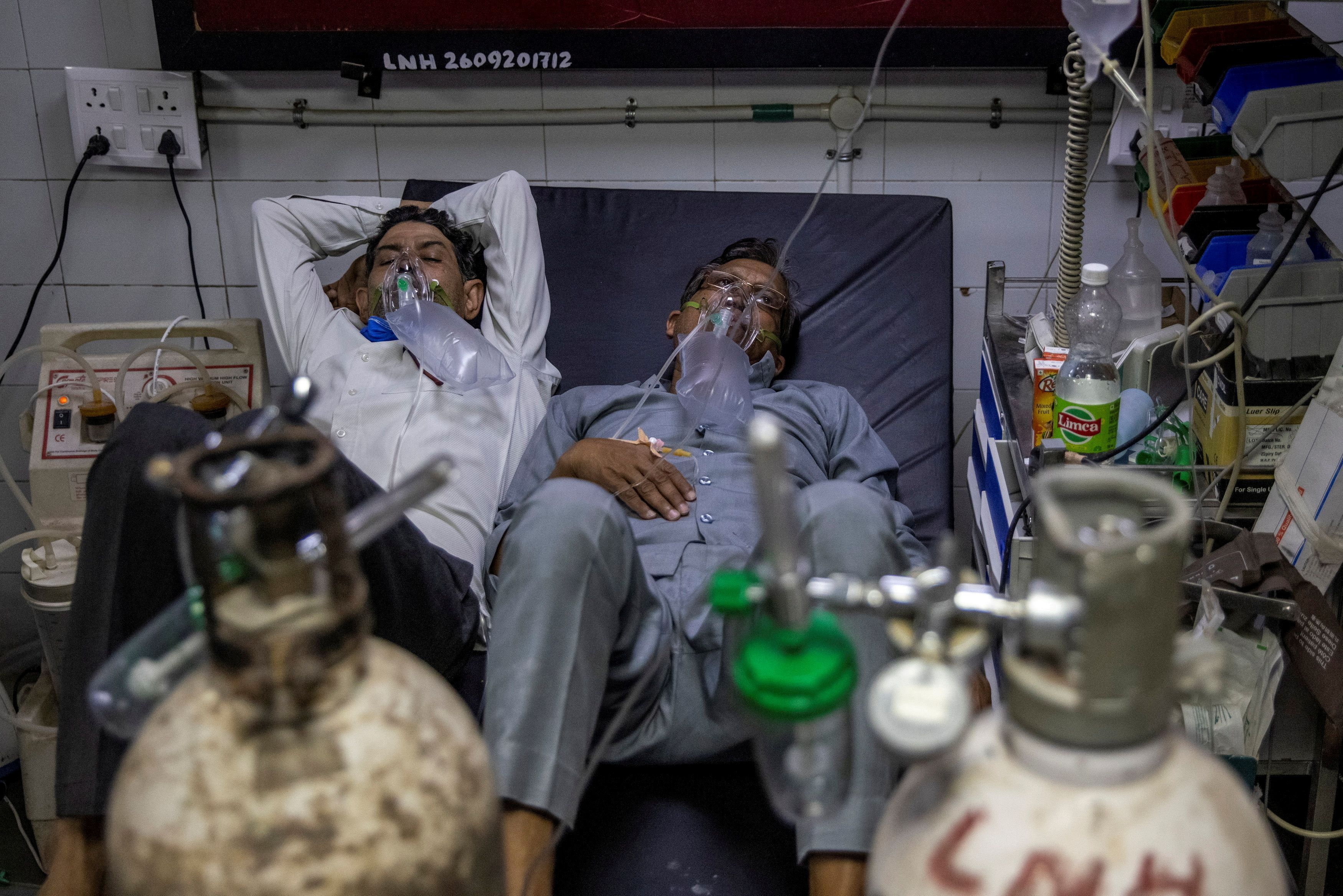 Patients suffering from the coronavirus disease (COVID-19) get treatment at the casualty ward in Lok Nayak Jai Prakash (LNJP) hospital, amidst the spread of the disease in New Delhi, India April 15, 2021. REUTERS/Danish Siddiqui/File Photo
