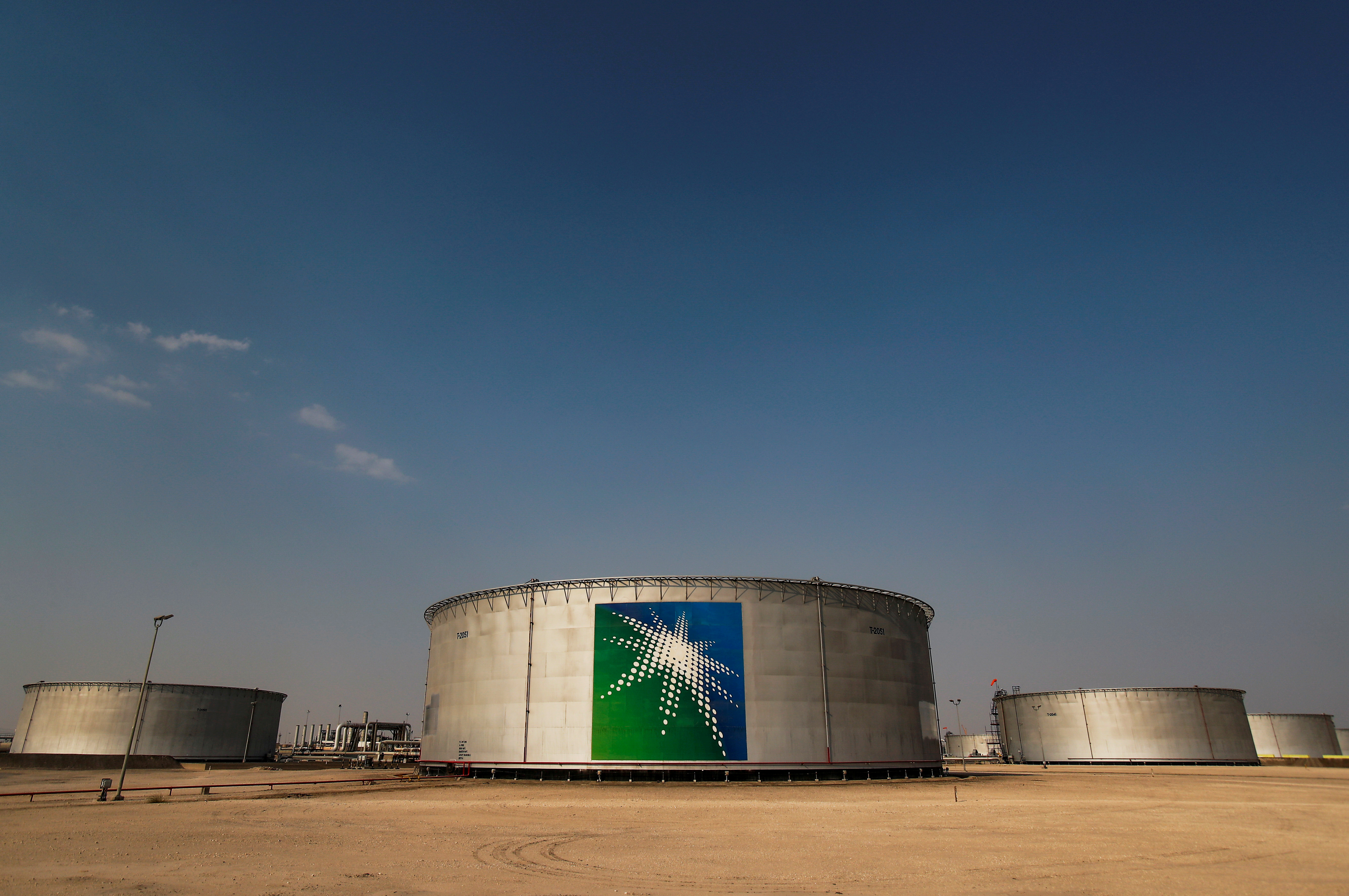 A view shows branded oil tanks at Saudi Aramco oil facility in Abqaiq, Saudi Arabia October 12, 2019. REUTERS/Maxim Shemetov/File Photo