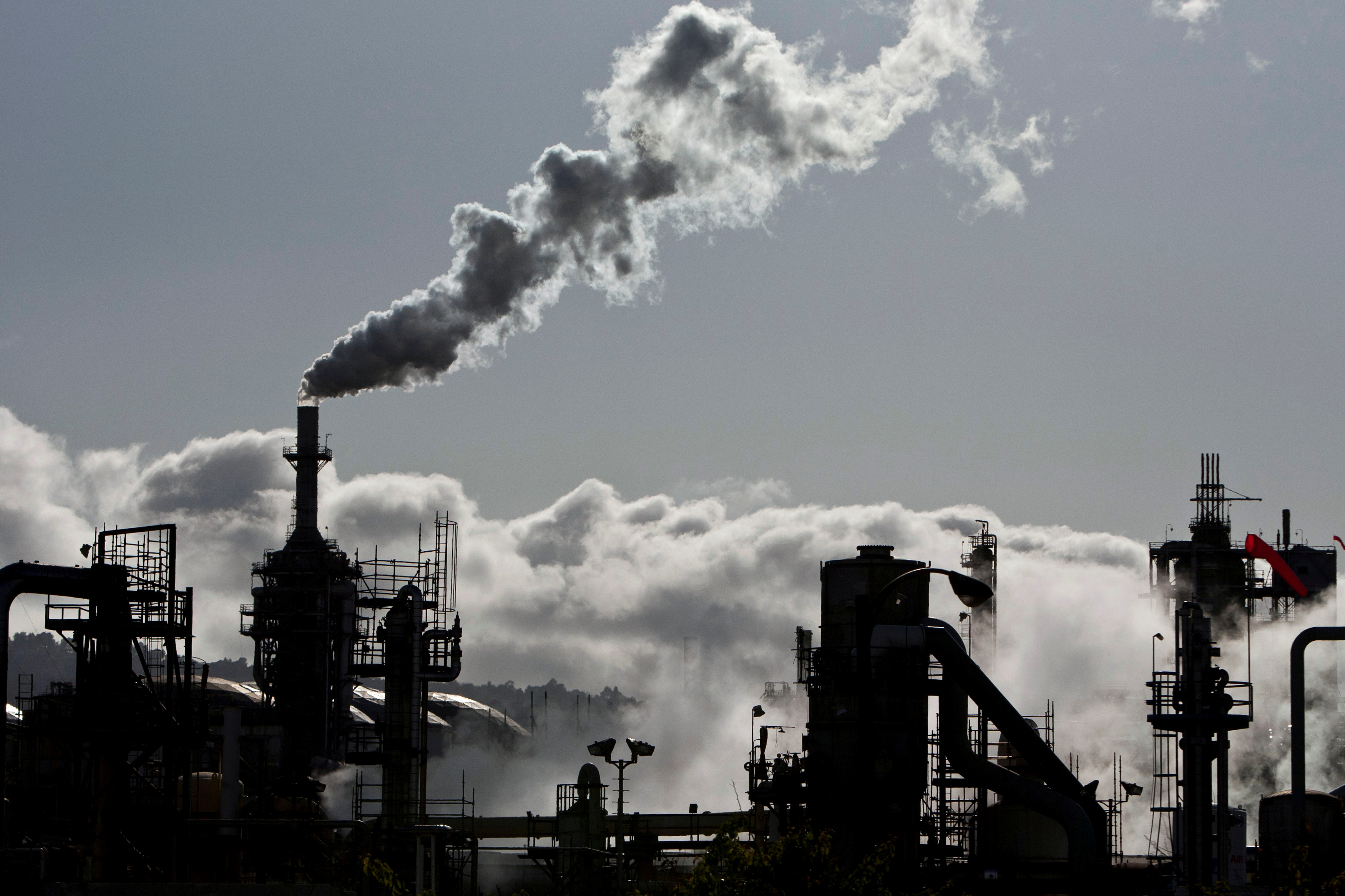 Vapor is released into the sky at a refinery in Wilmington, California March 24, 2012. REUTERS/Bret Hartman