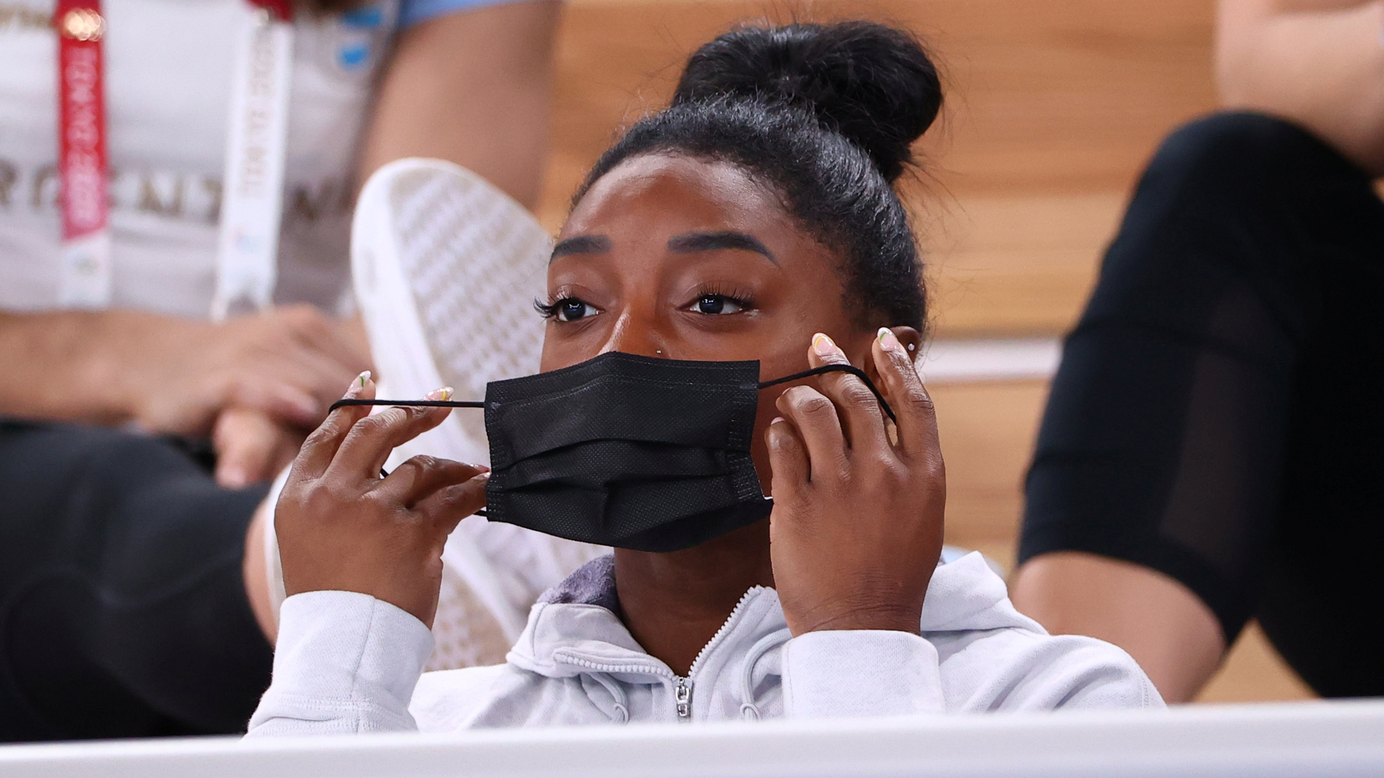 Tokyo 2020 Olympics - Gymnastics - Artistic - Women's Individual All-Around - Final - Ariake Gymnastics Centre, Tokyo, Japan - July 29, 2021.  Simone Biles of the United States puts on a protective face mask. REUTERS/Lindsey Wasson