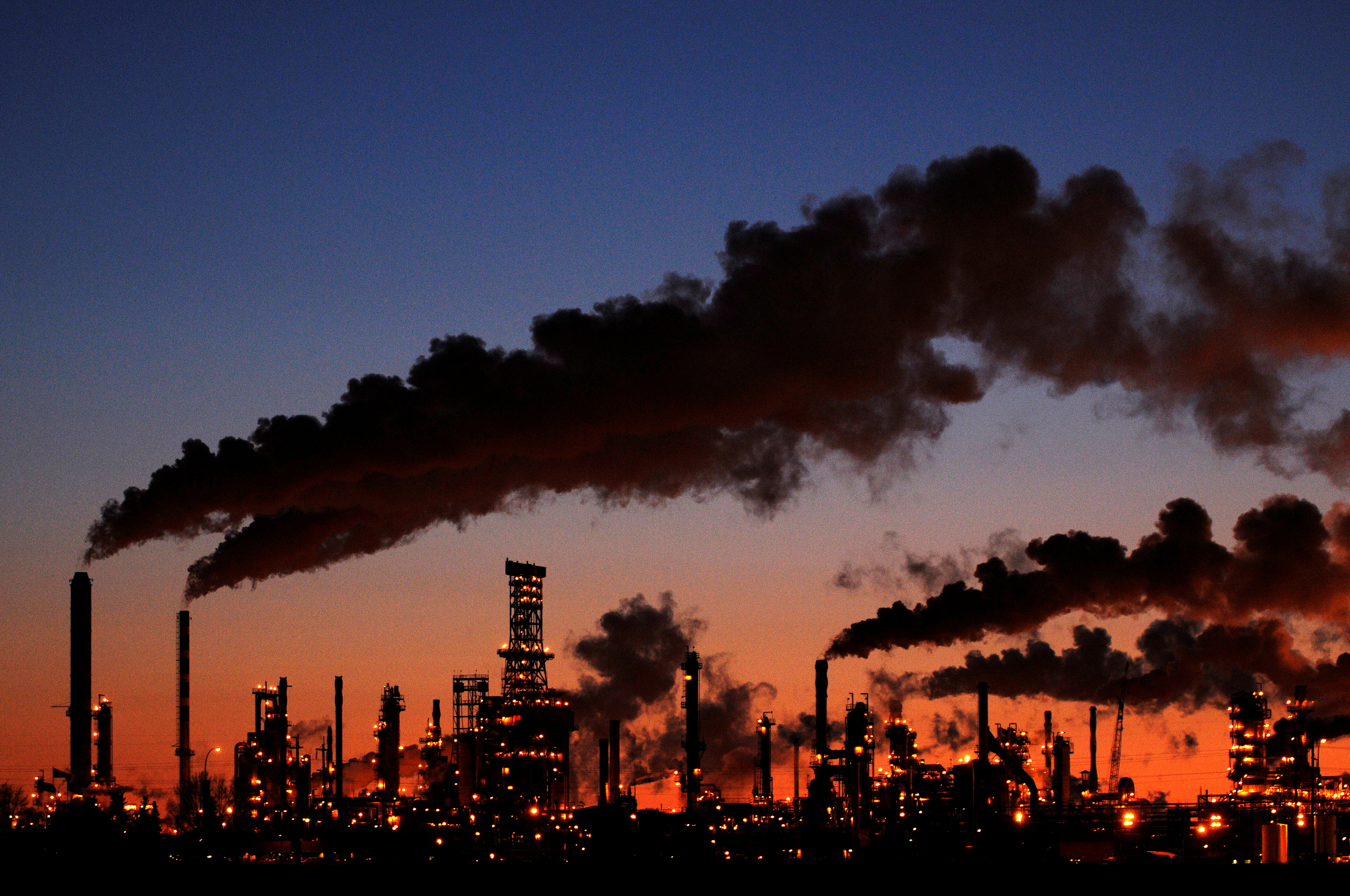 File photo: Petro-Canada's Edmonton Refinery and Distribution Centre glows at dusk in Edmonton February 15, 2009.  REUTERS/Dan Riedlhuber.