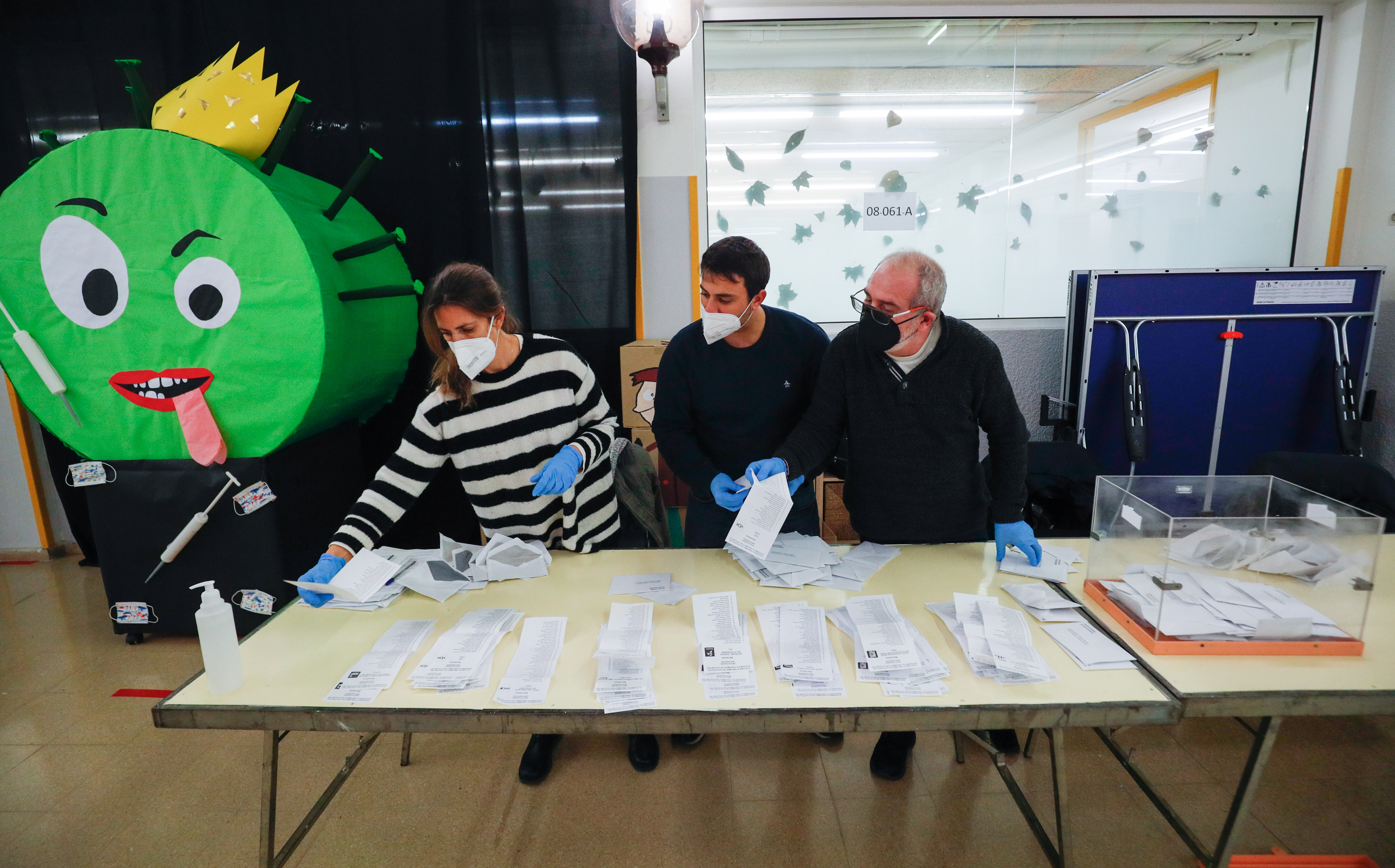 Electoral workers count ballots at a polling station during regional election in Catalonia, amid the outbreak of the coronavirus disease (COVID-19), in Barcelona, Spain, February 14, 2021. REUTERS/Albert Gea