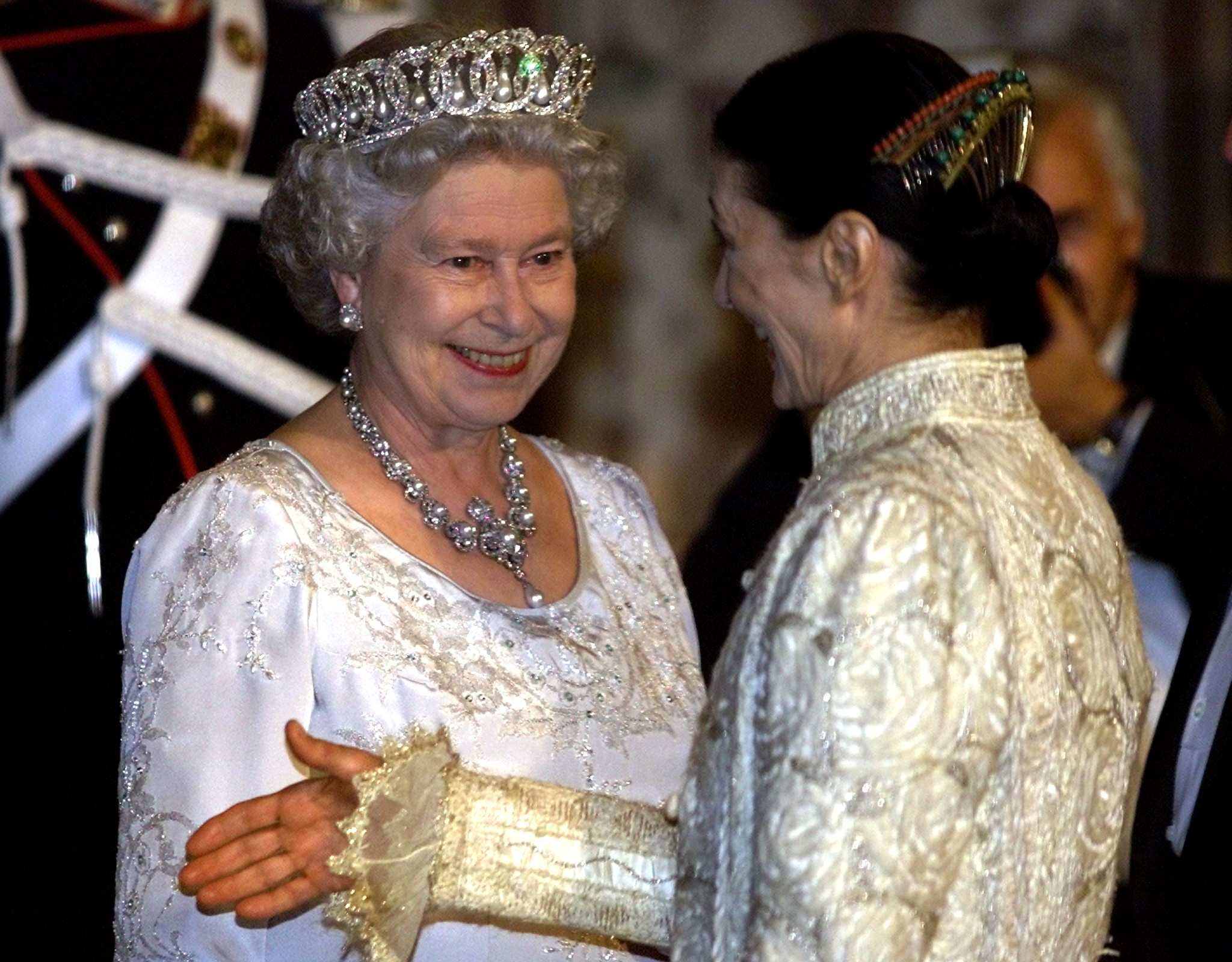 Britain's Queen Elizabeth II (L) smiles to dancer Carla Fracci as she introduces a guest at Quirinale presidential palace in central Rome before the state banquet with [Italian President Carlo Azaglio Ciampi] October 16, 2000. /File Photo