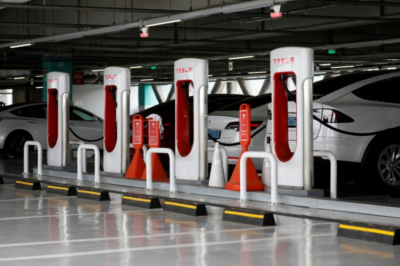 Tesla electric vehicles are charged at a Tesla Supercharger charging station in Hanam, South Korea, July 6, 2020.  REUTERS/Kim Hong-Ji//File Photo