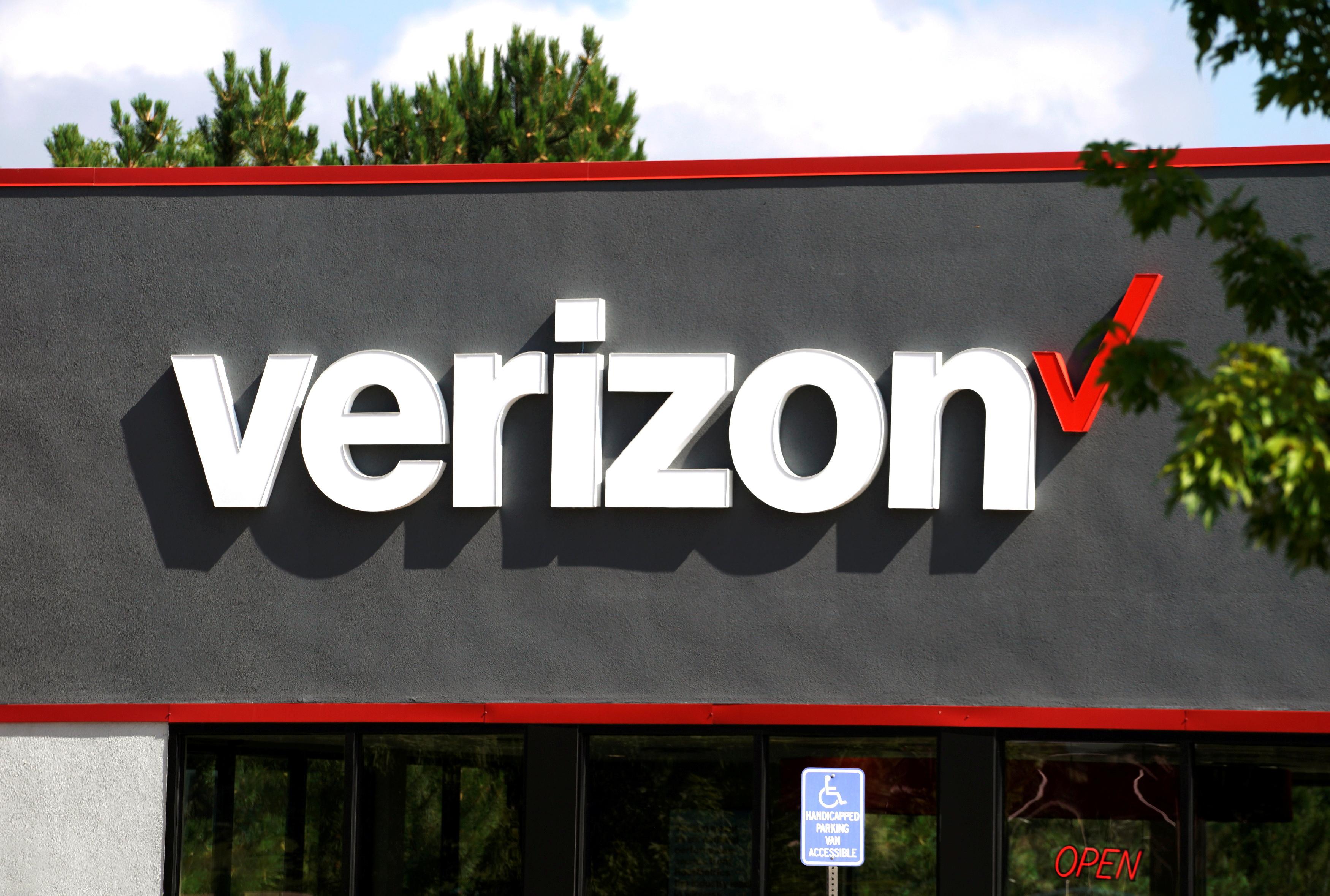 A Verizon store in Superior, Colorado, U.S., July 27, 2017.  REUTERS/Rick Wilking/File Photo