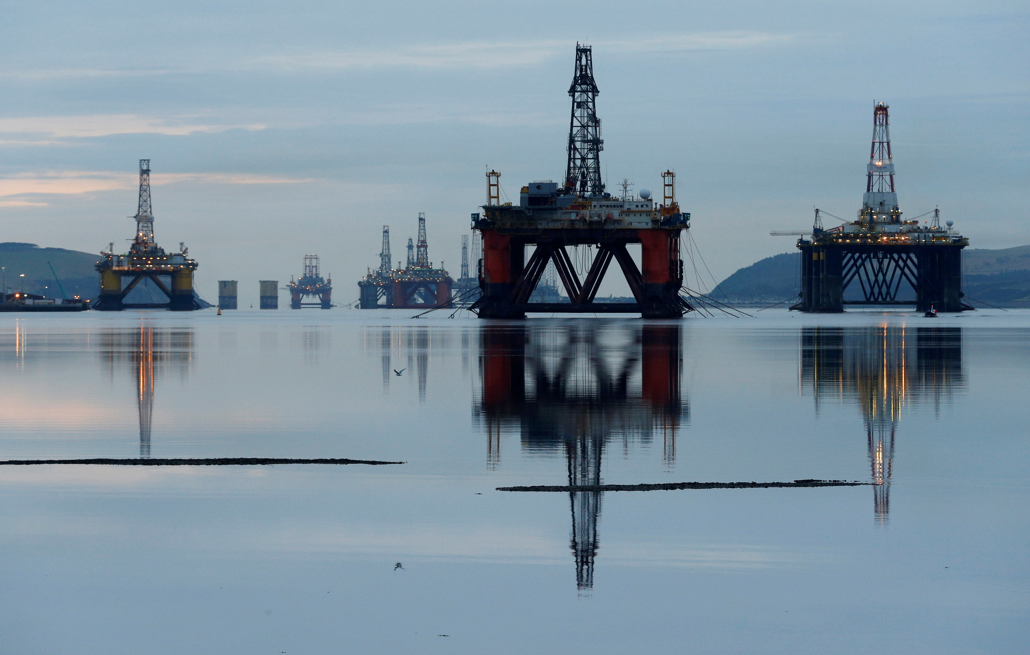 Drilling rigs are parked up in the Cromarty Firth near Invergordon, Scotland, Britain January 27, 2015. REUTERS/Russell Cheyne/File Photo