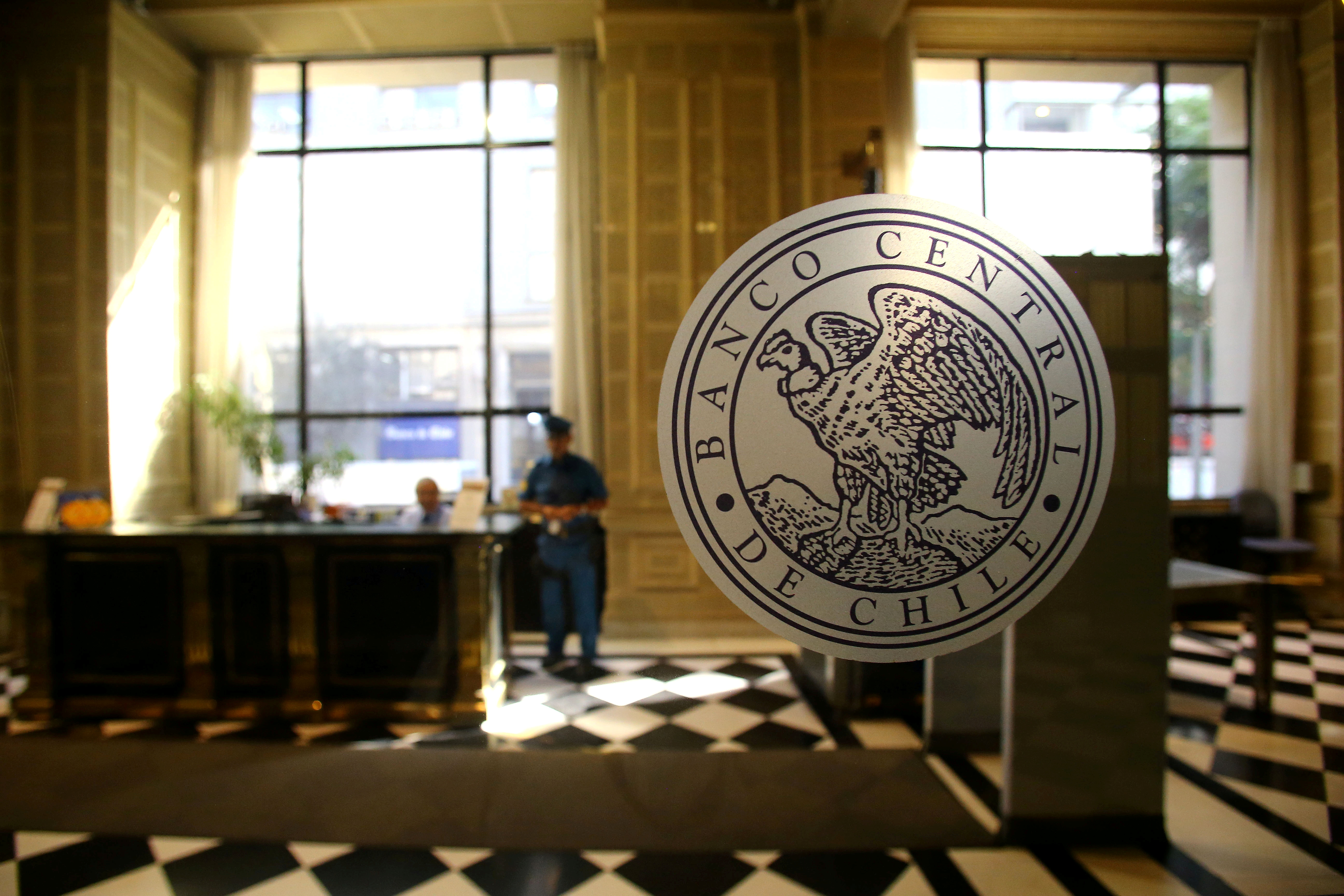 The emblem of  Chile's Central Bank is seen at its headquarters in Santiago, Chile March 29, 2018. REUTERS/Ivan Alvarado/File Photo