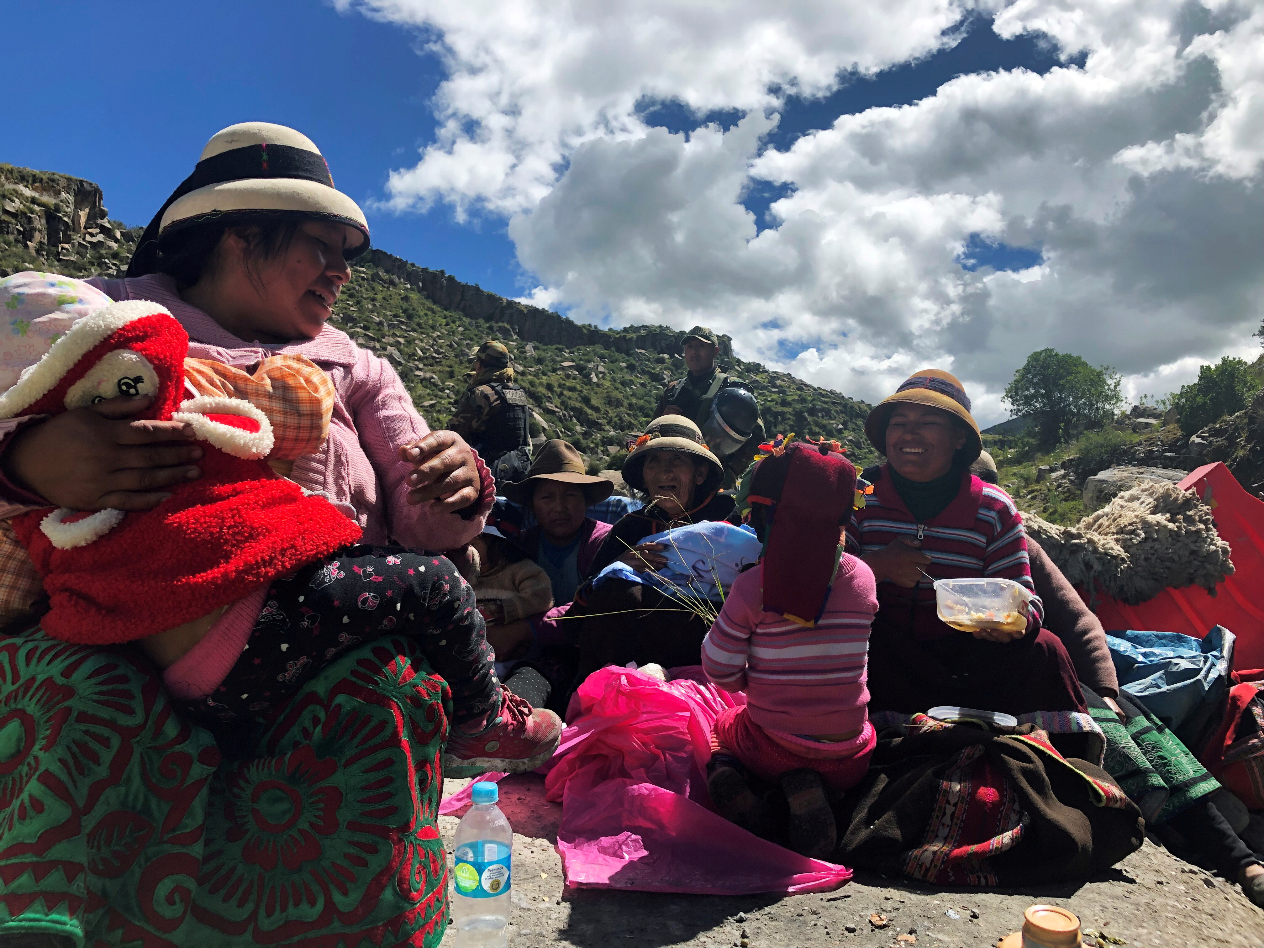 Demonstrators block a road access to a copper mine during a protest in Fuerabamba, Apurimac, Peru, March 29, 2019. REUTERS/Mitra Taj/File Photo