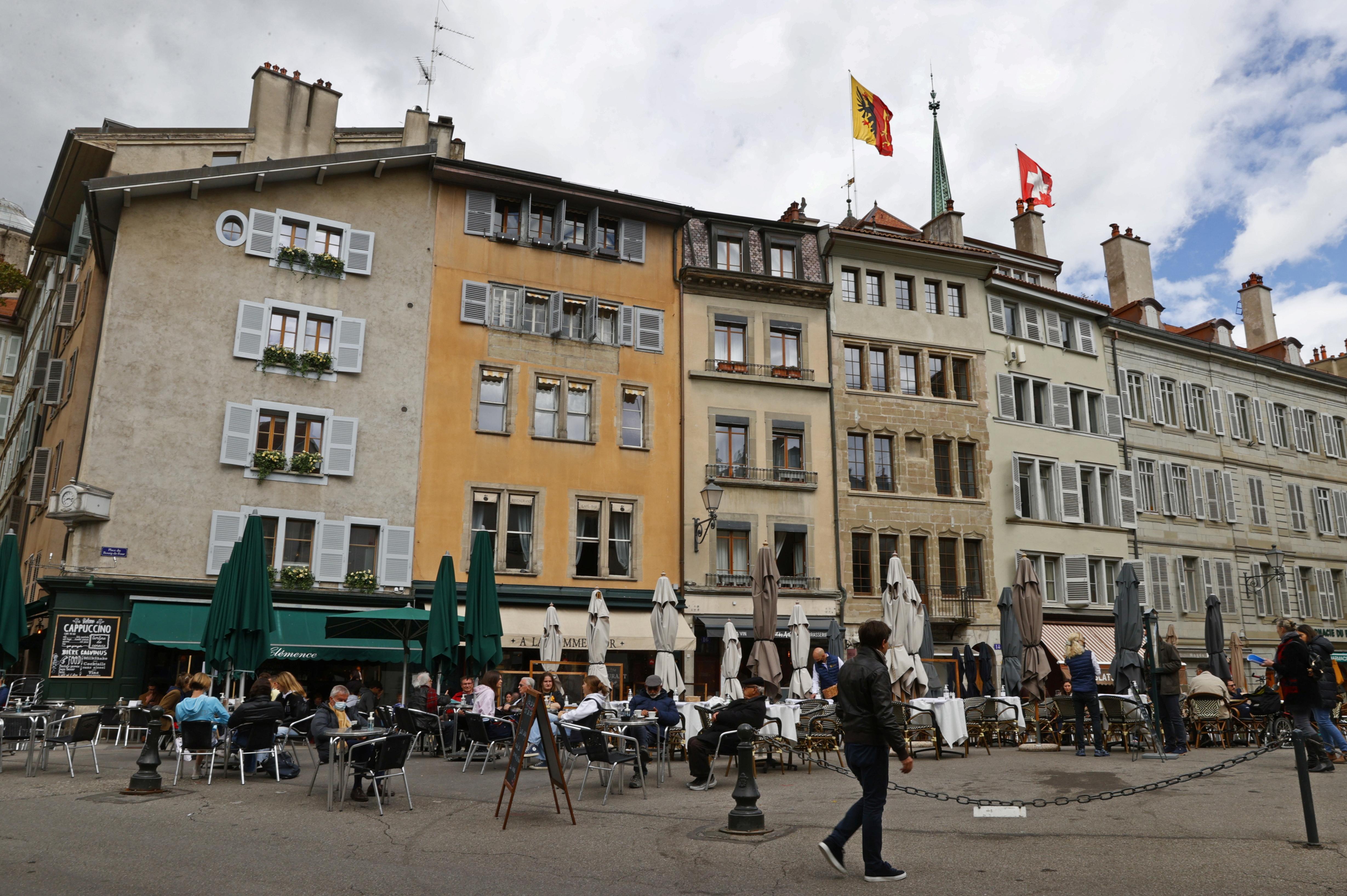 People eat on a terrace during easing of lockdown measures against the coronavirus disease (COVID-19) outbreak in Geneva, Switzerland, May 5, 2021. Picture taken May 5, 2021. REUTERS/Denis Balibouse