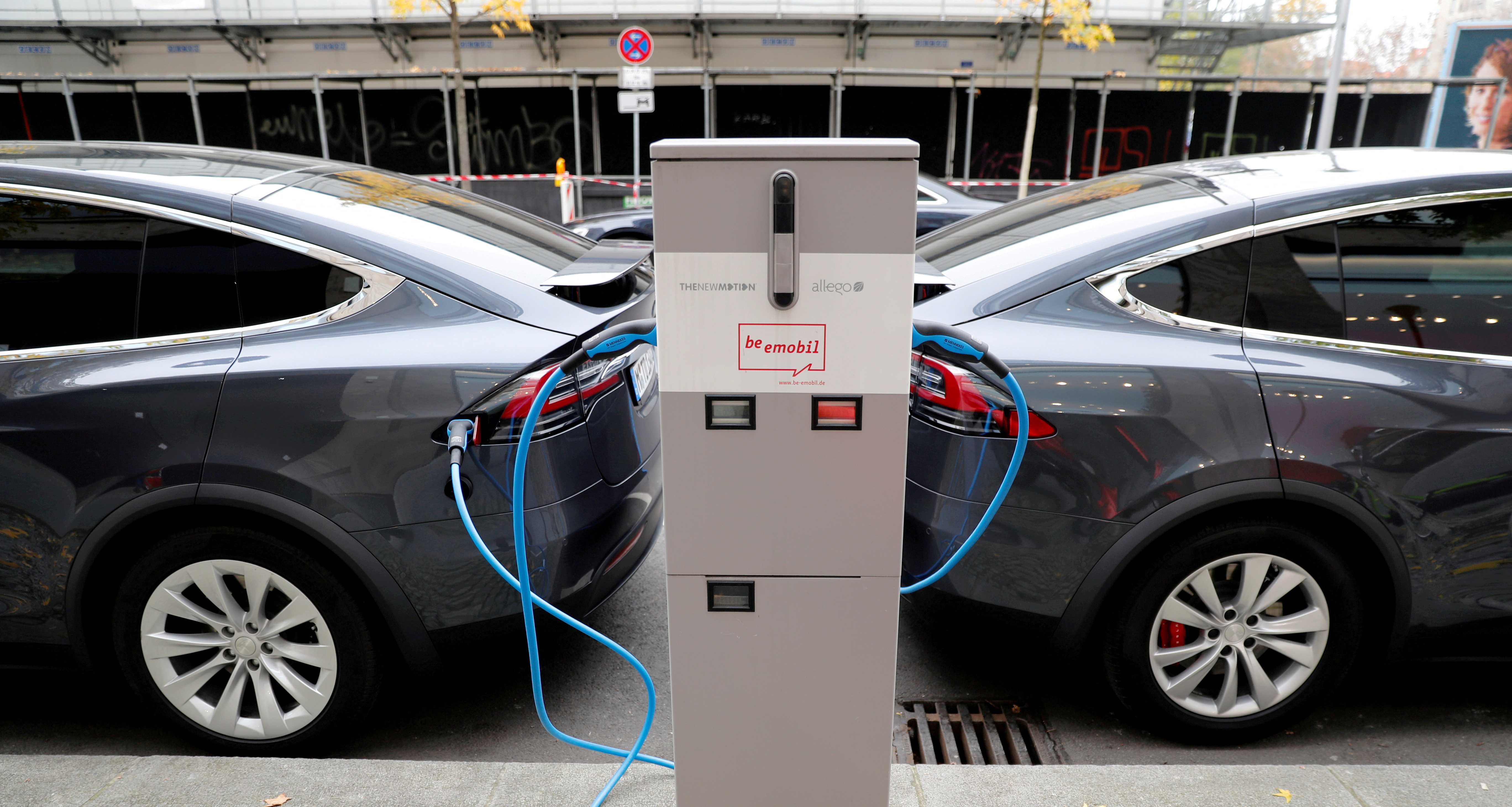 Tesla Model X electric cars recharge their batteries in Berlin, Germany, November 13, 2019.   REUTERS/Fabrizio Bensch/File Photo